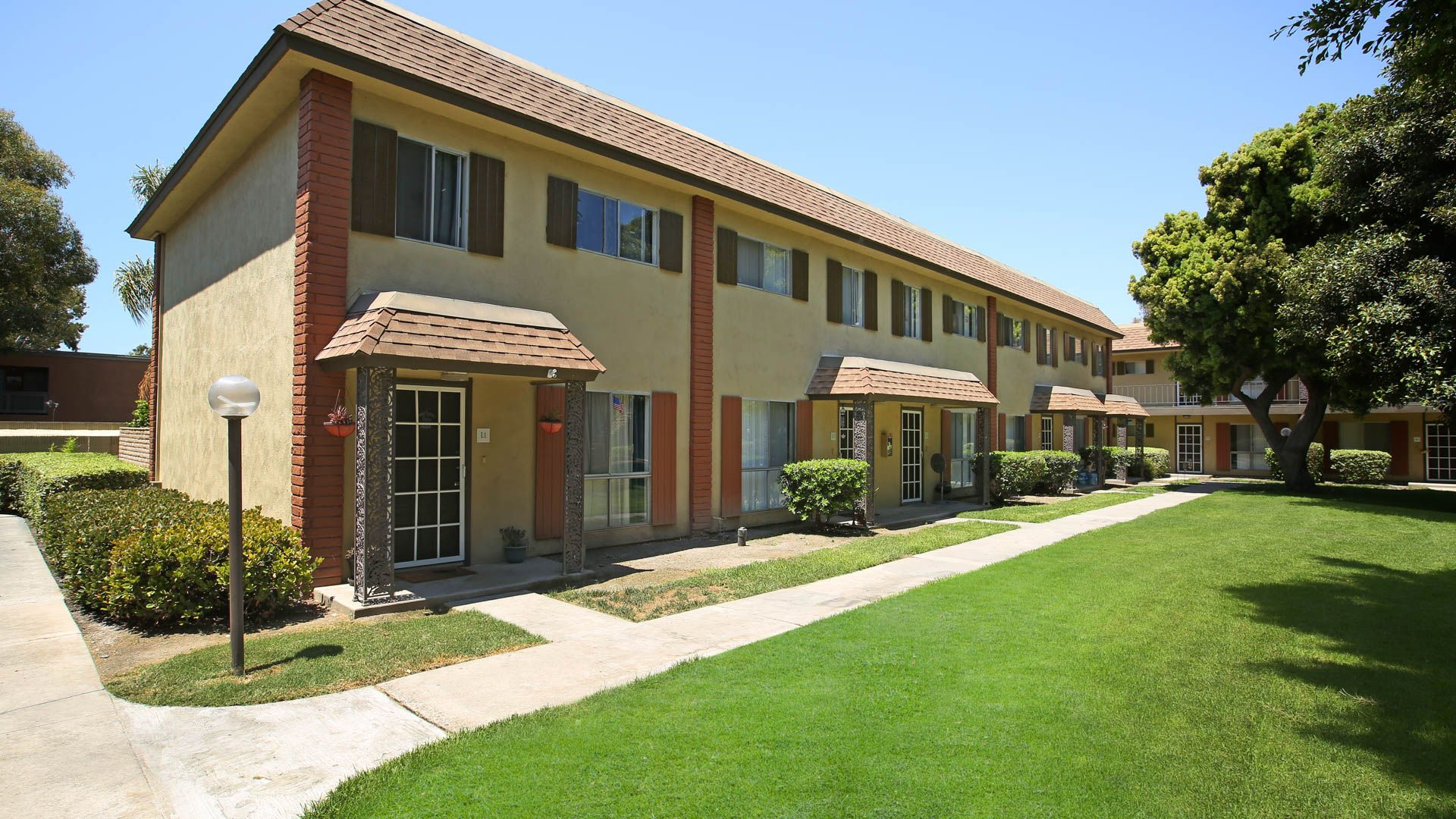 Regency Palms Apartments Huntington Beach 6762 Warner Avenue