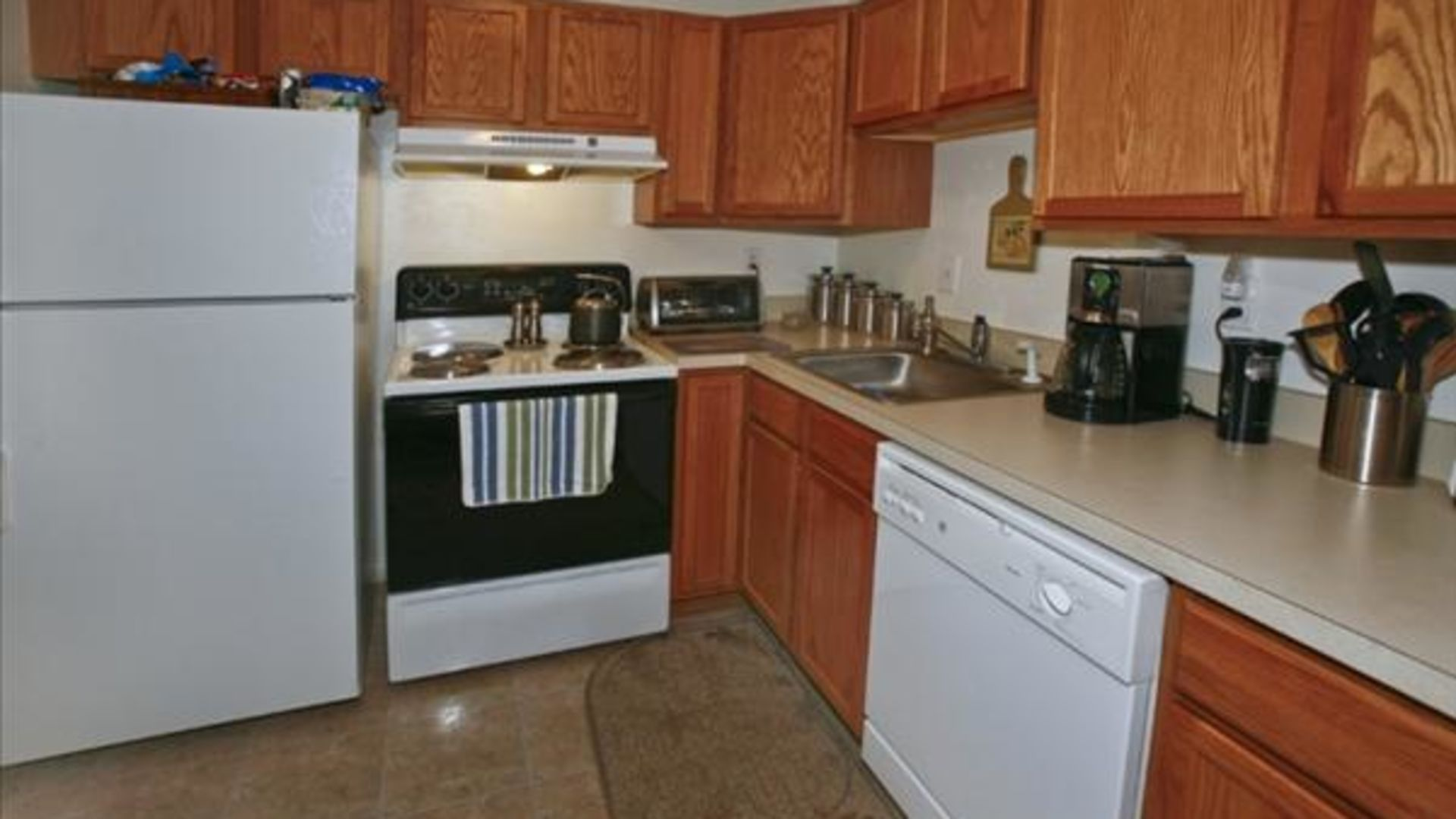 South Winds Apartments - Kitchen