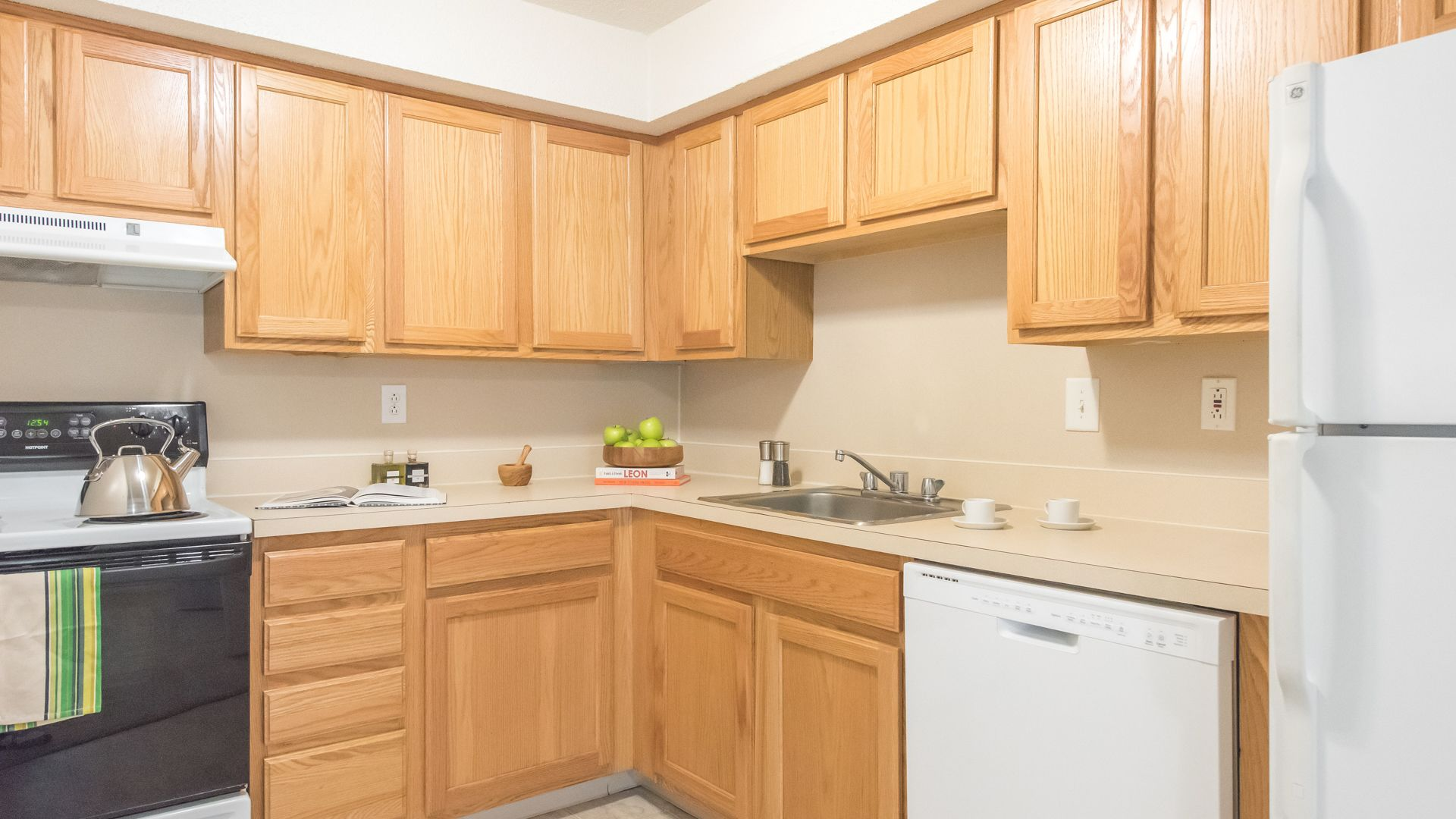 Rolling Green-Milford Apartments - Kitchen