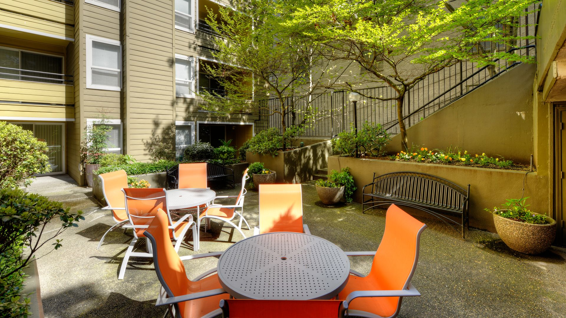 Seventh and James - Outdoor Courtyard