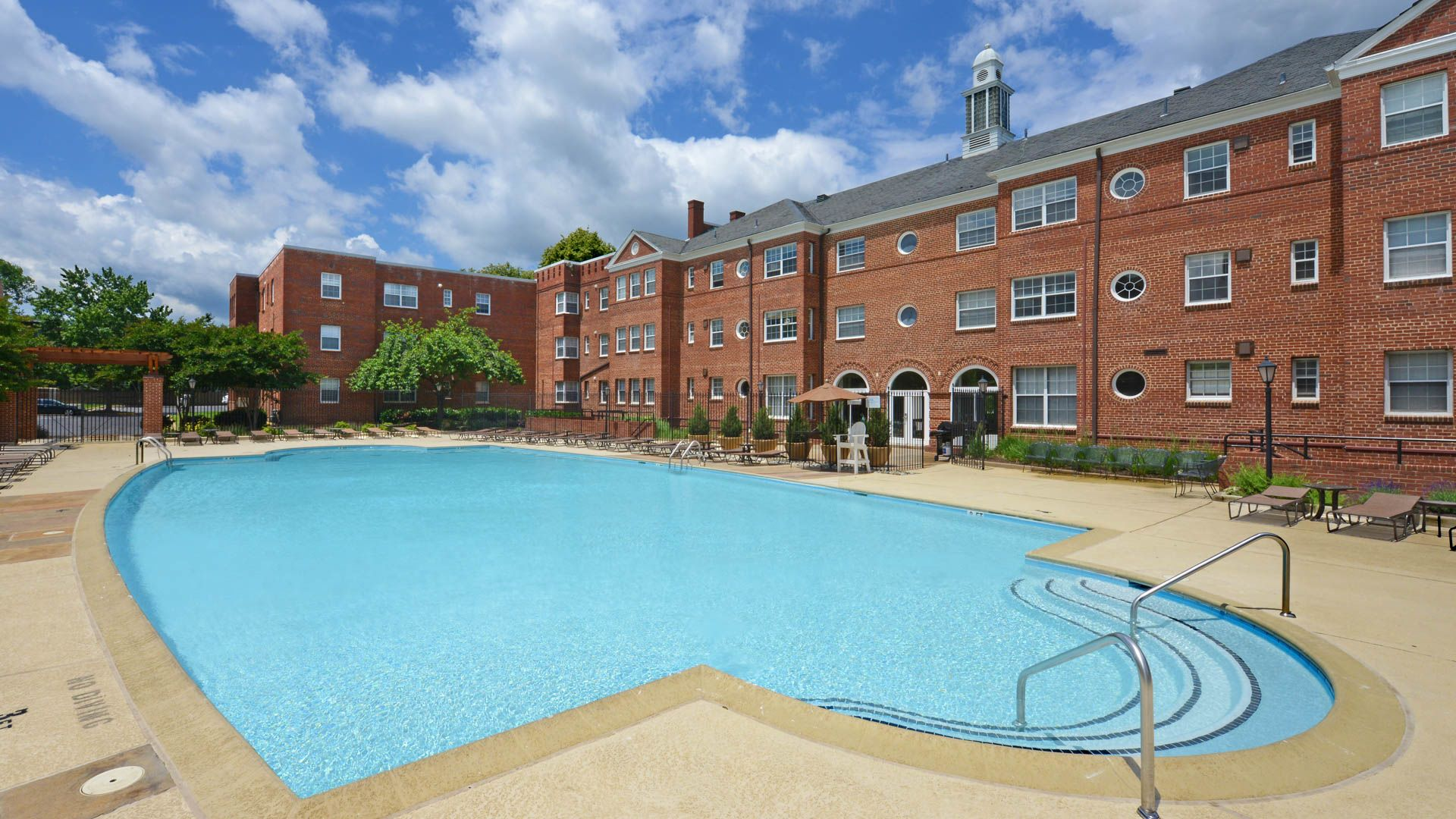 Sheffield Court Apartments - Swimming Pool