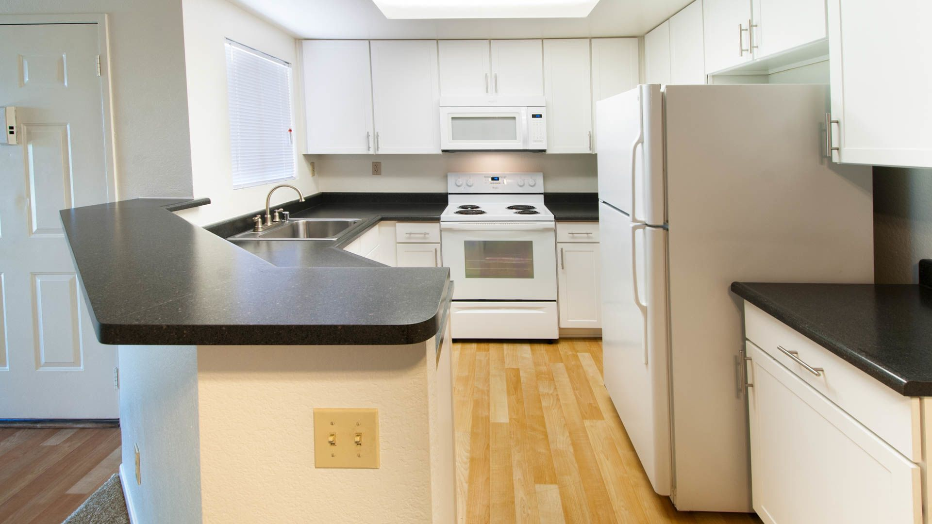 Siena Terrace Apartments - Kitchen