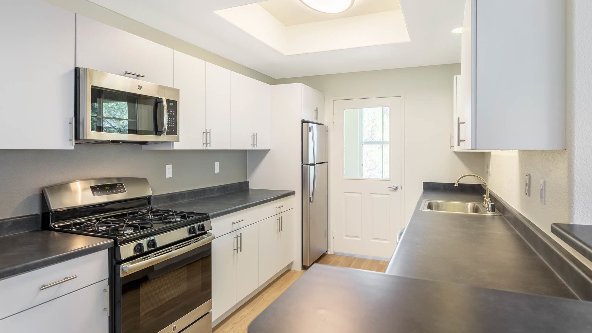 Skycrest Apartments - Kitchen