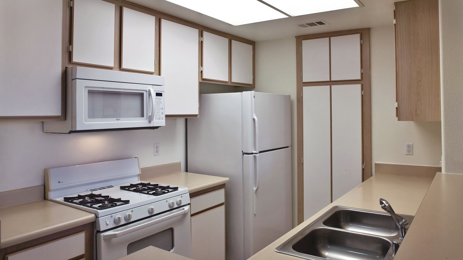Skycrest Apartments - Kitchen
