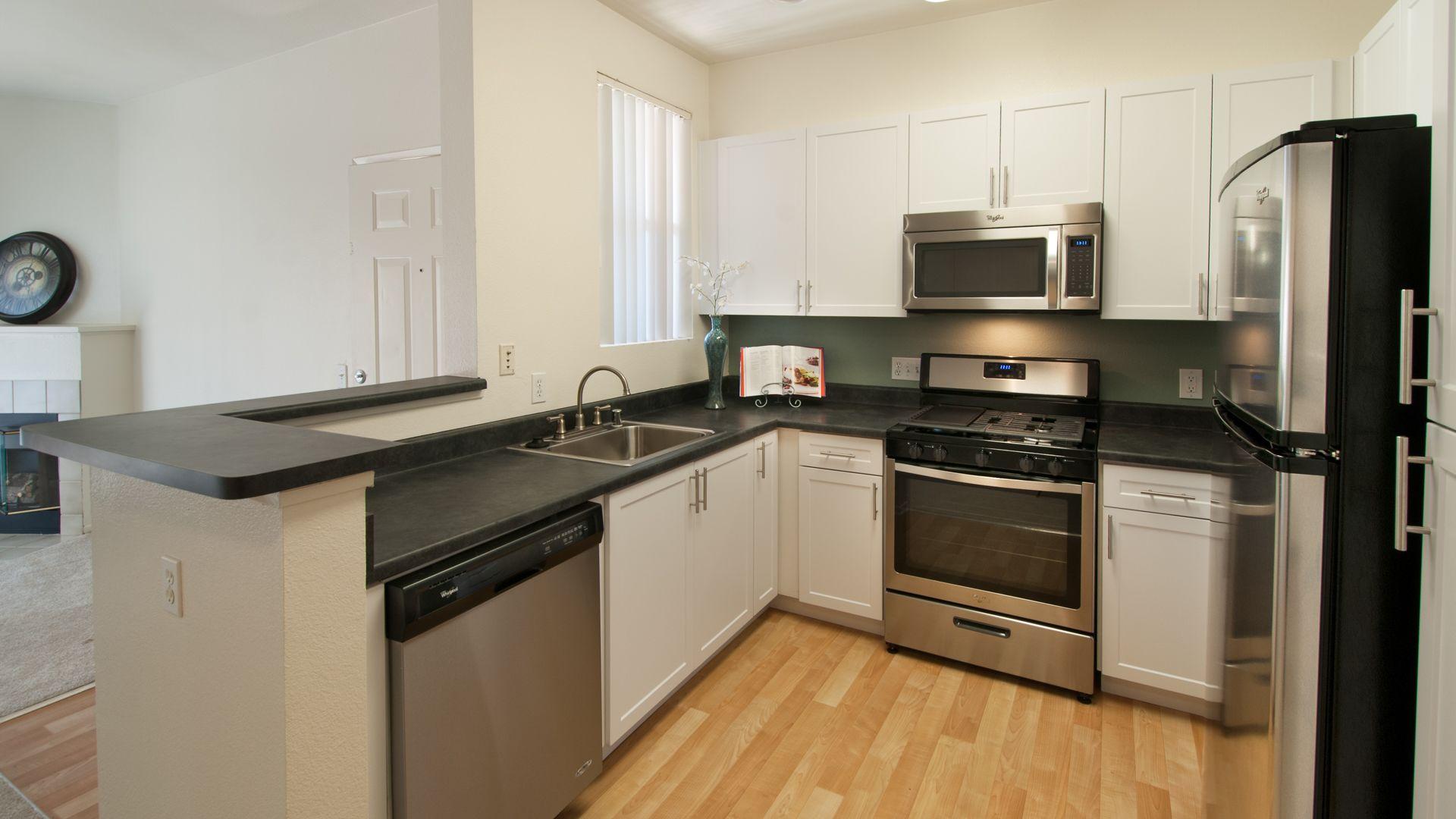 Skyview Apartments - Kitchen