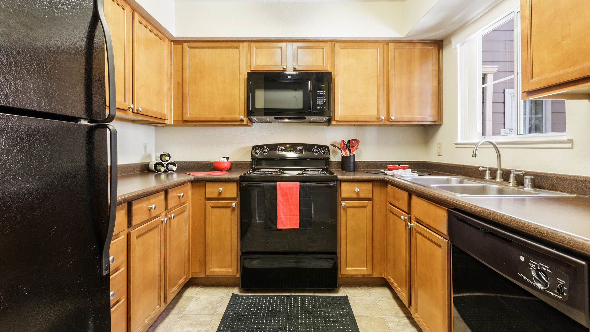 Canyon Creek Apartments - Kitchen
