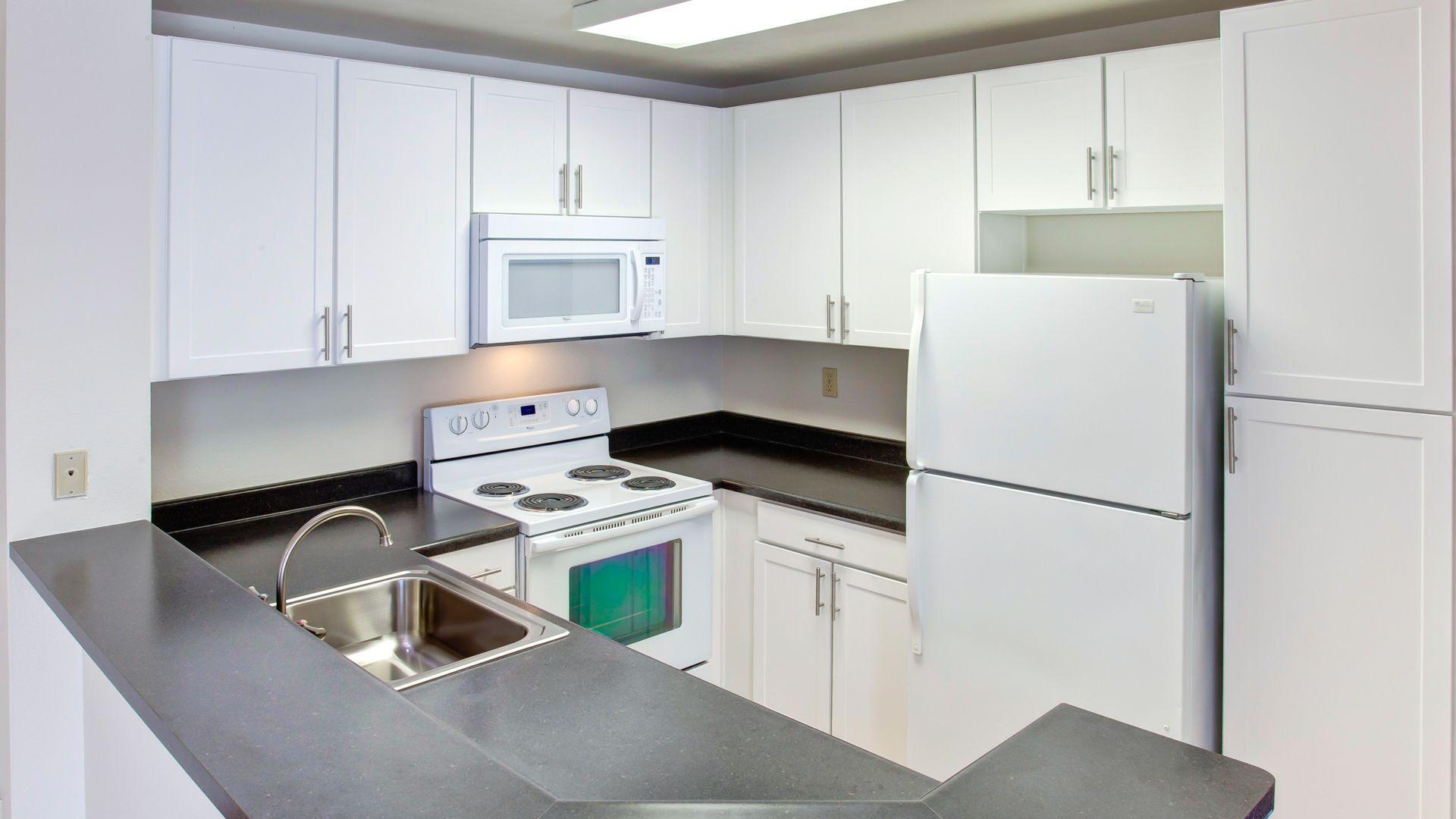 Villa Solana Apartments - Kitchen