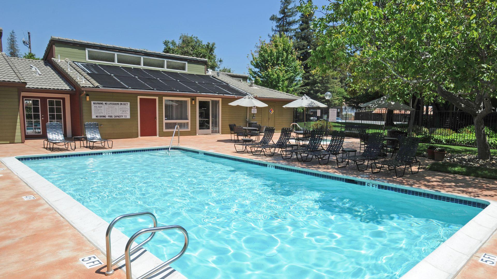 Woodleaf Apartments - Pool