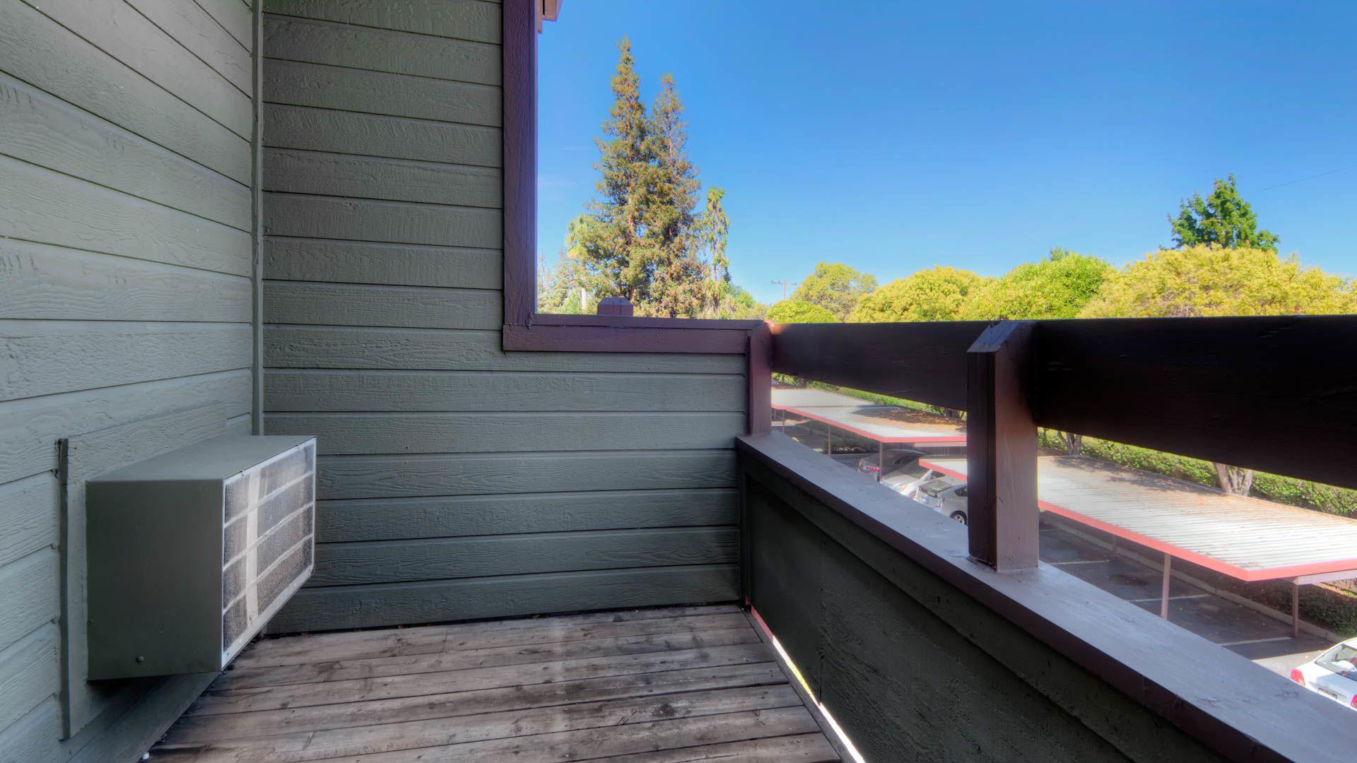 Woodleaf Apartments - Balcony