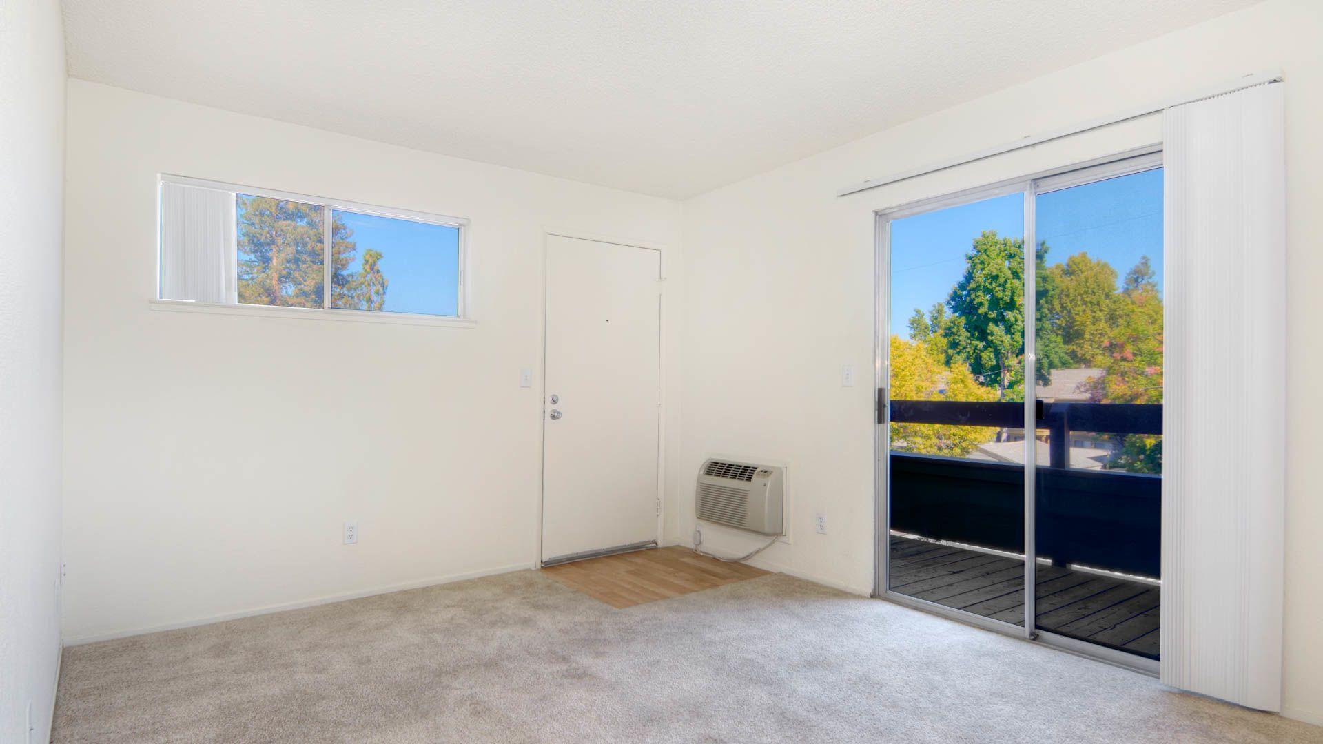 Woodleaf Apartments - Living Room