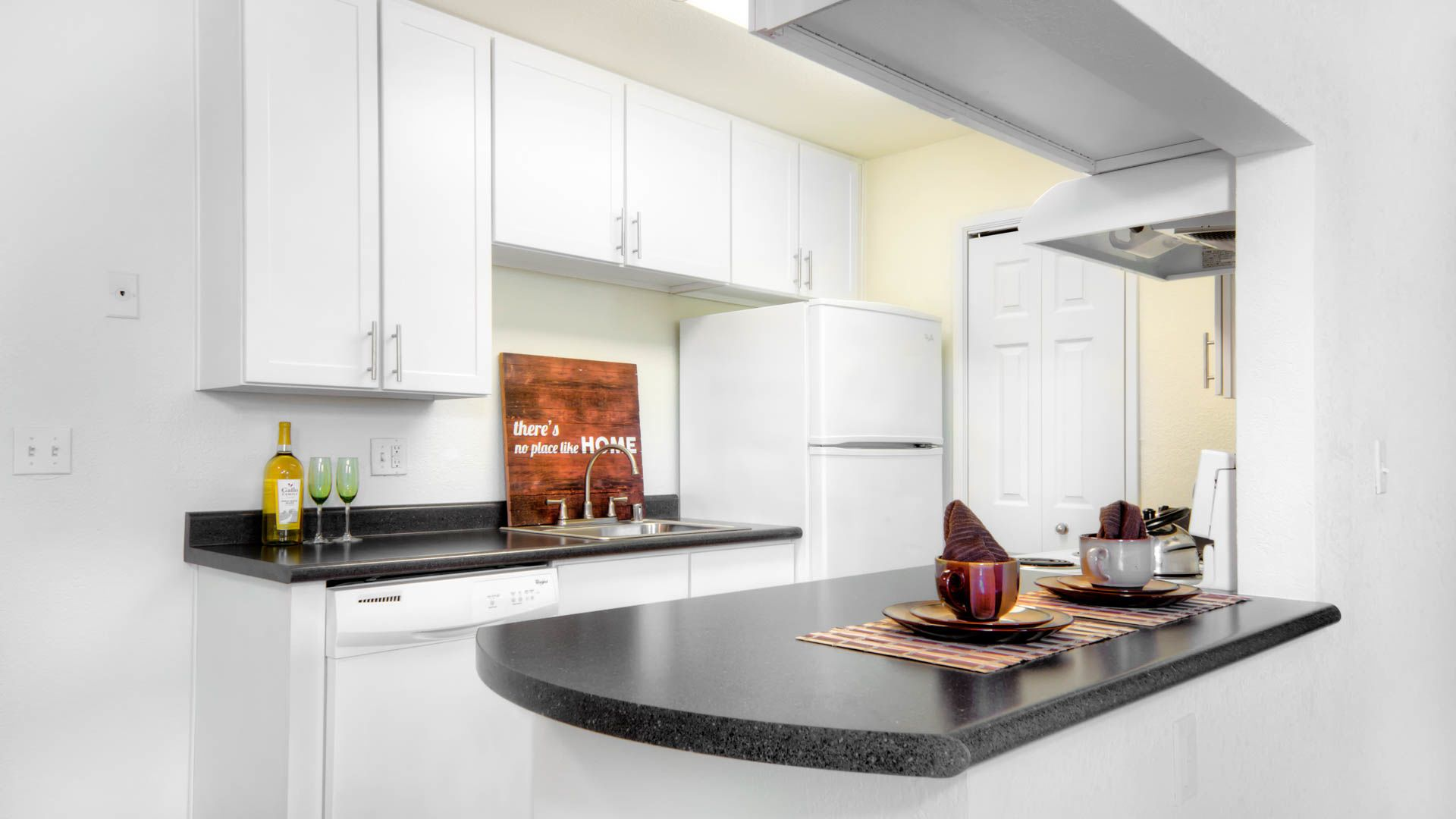 Woodleaf Apartments - Kitchen