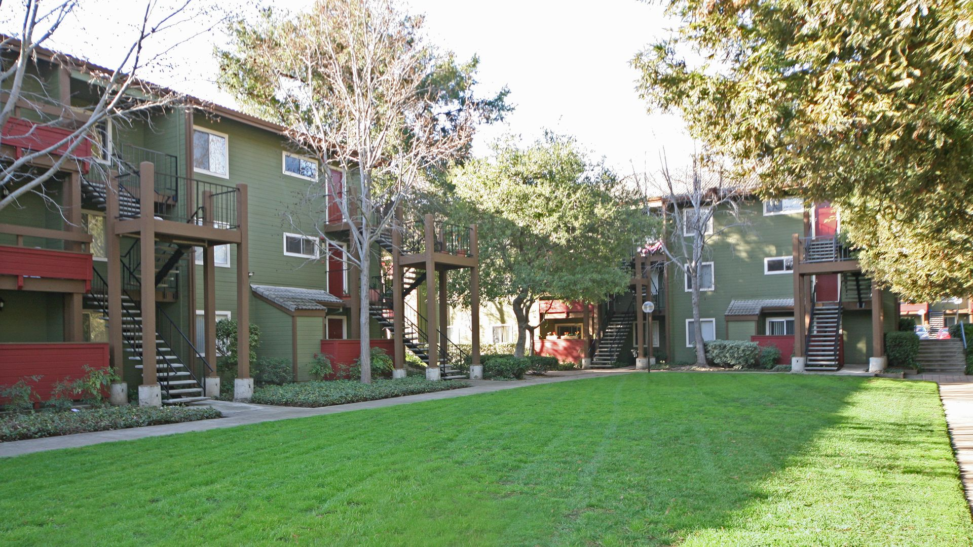 Woodleaf Apartments - Building