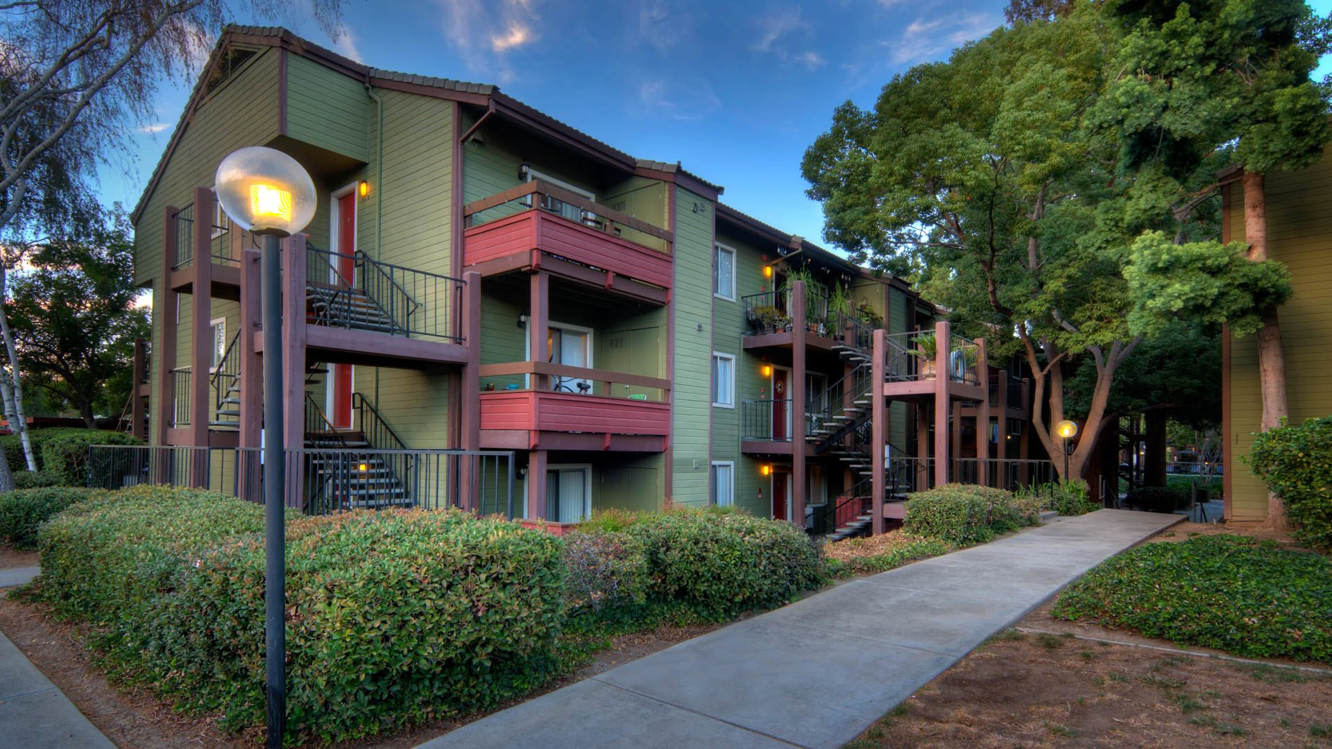 Woodleaf Apartments - Exterior
