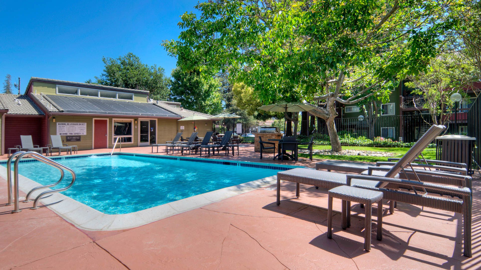 Woodleaf Apartments - Swimming Pool