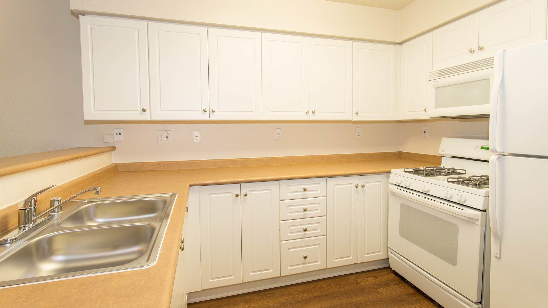 Artisan Square Apartments - Kitchen