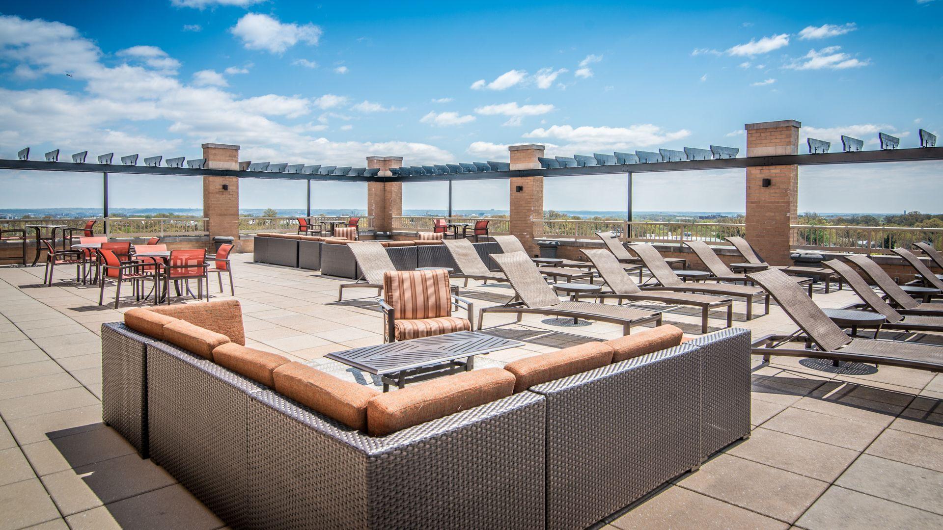 The Reserve at Clarendon Centre Apartments - Sun Deck