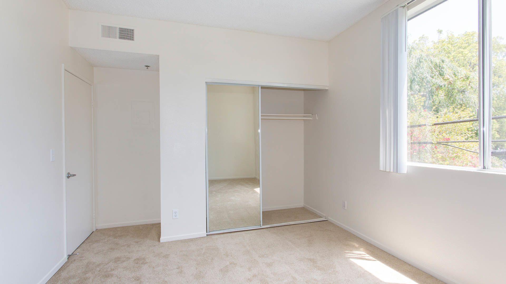 Versailles Apartments - Bedroom