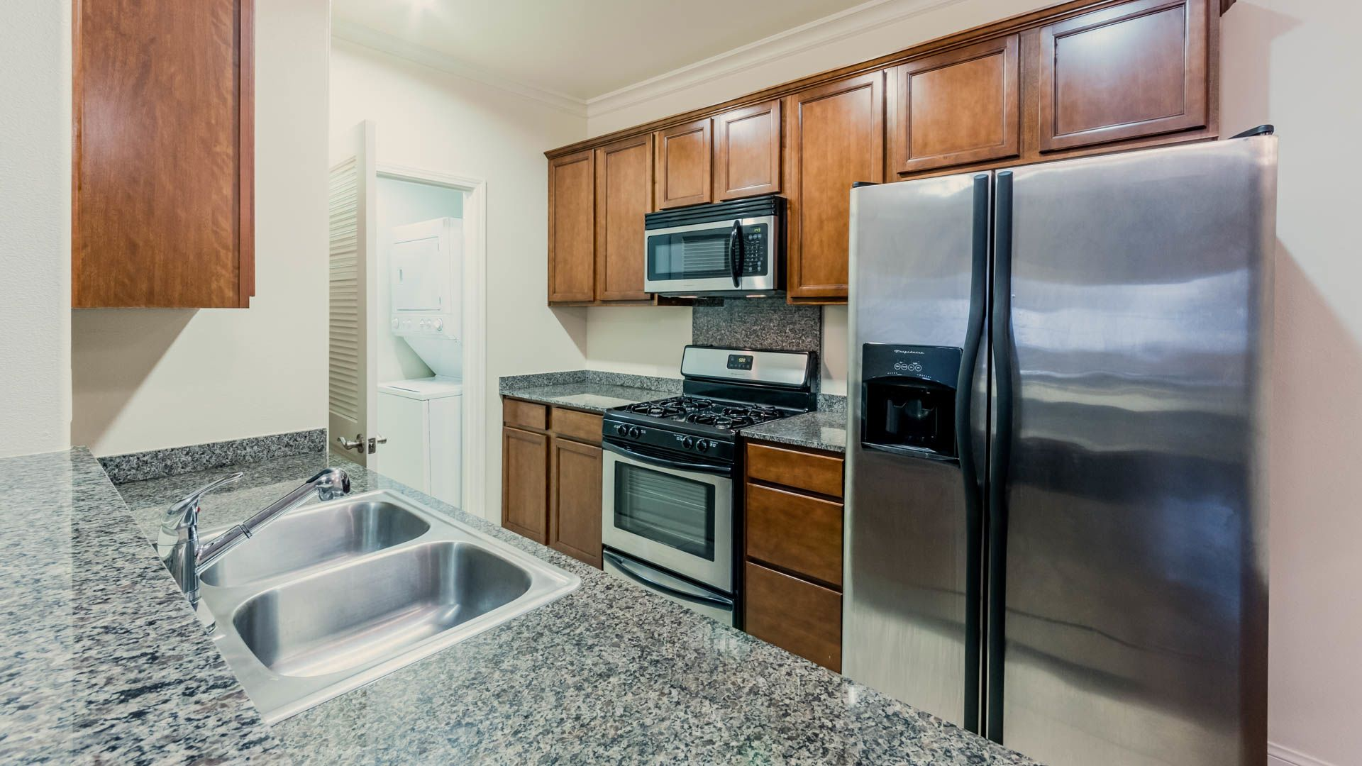 Versailles Koreatown Apartments - Kitchen
