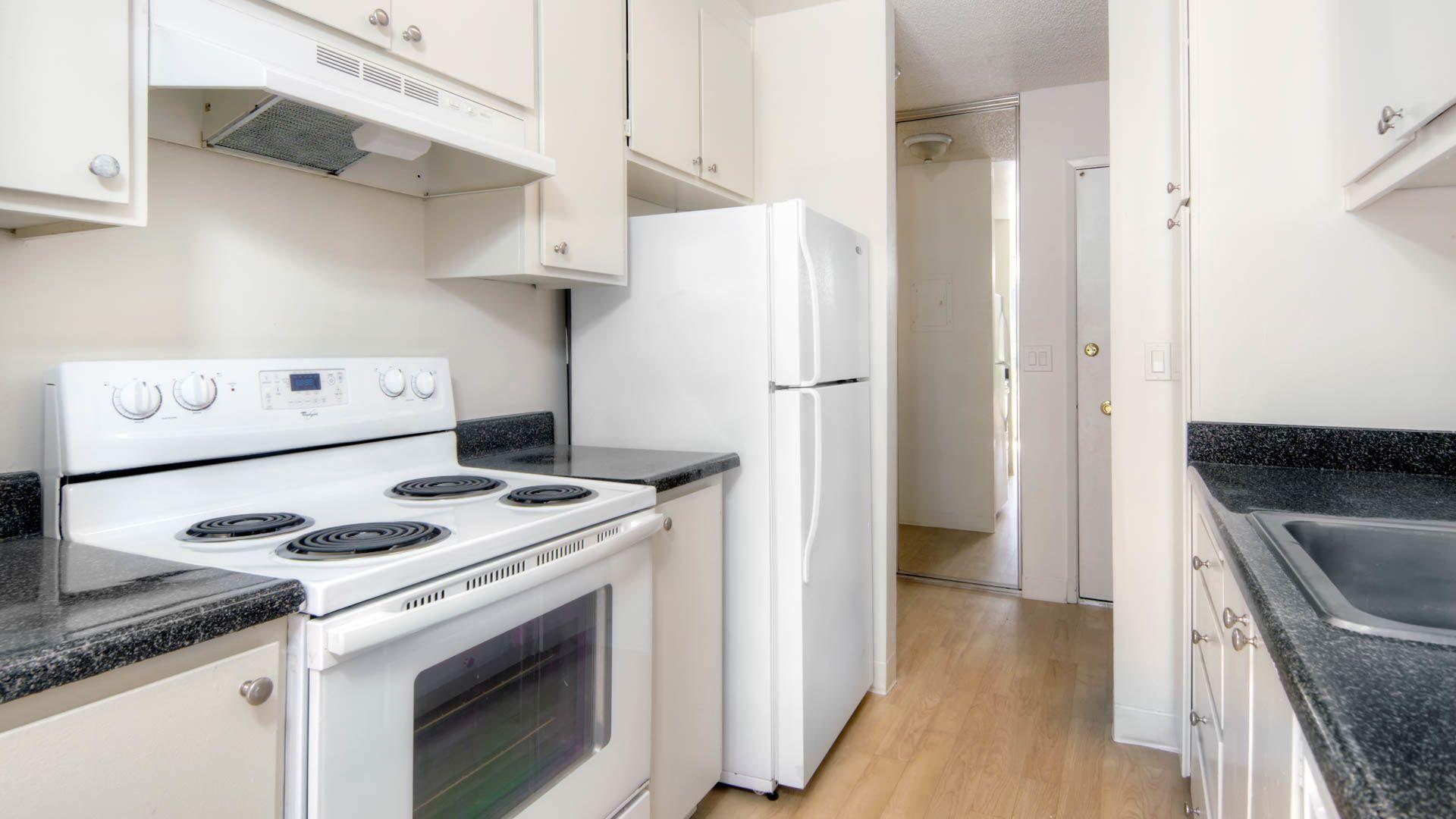 Laguna Clara Apartments - Kitchen