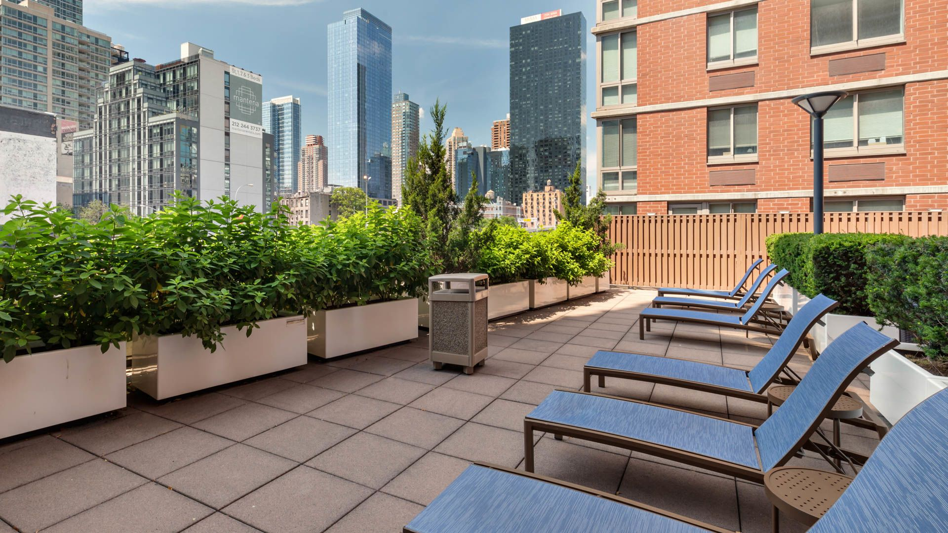 Hudson Crossing Apartments - Rooftop Lounge