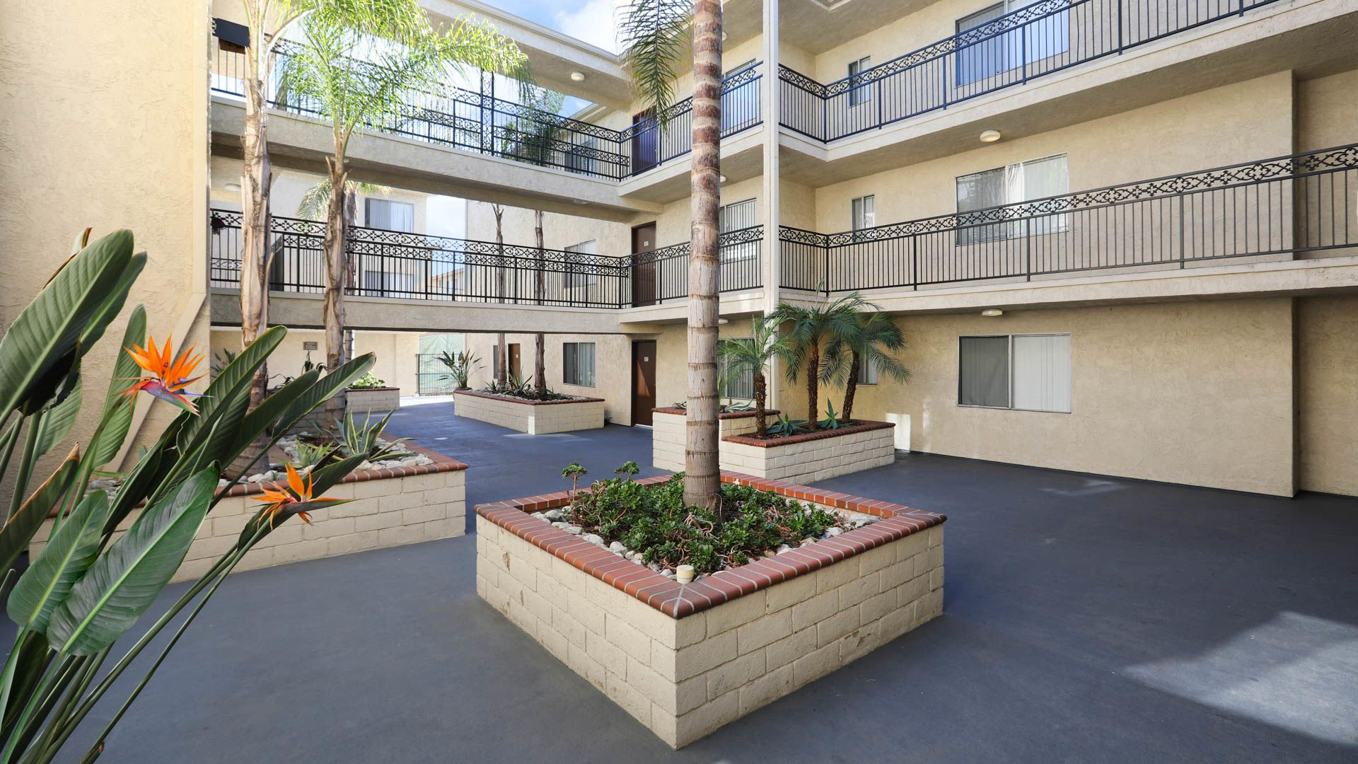 Virgil Square Apartments - Courtyard