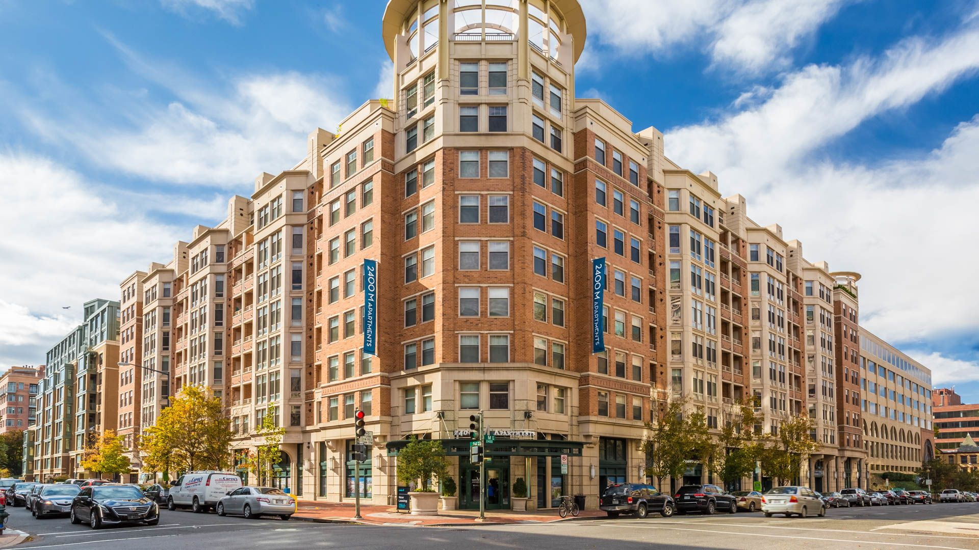 2400 M Apartments   Exterior