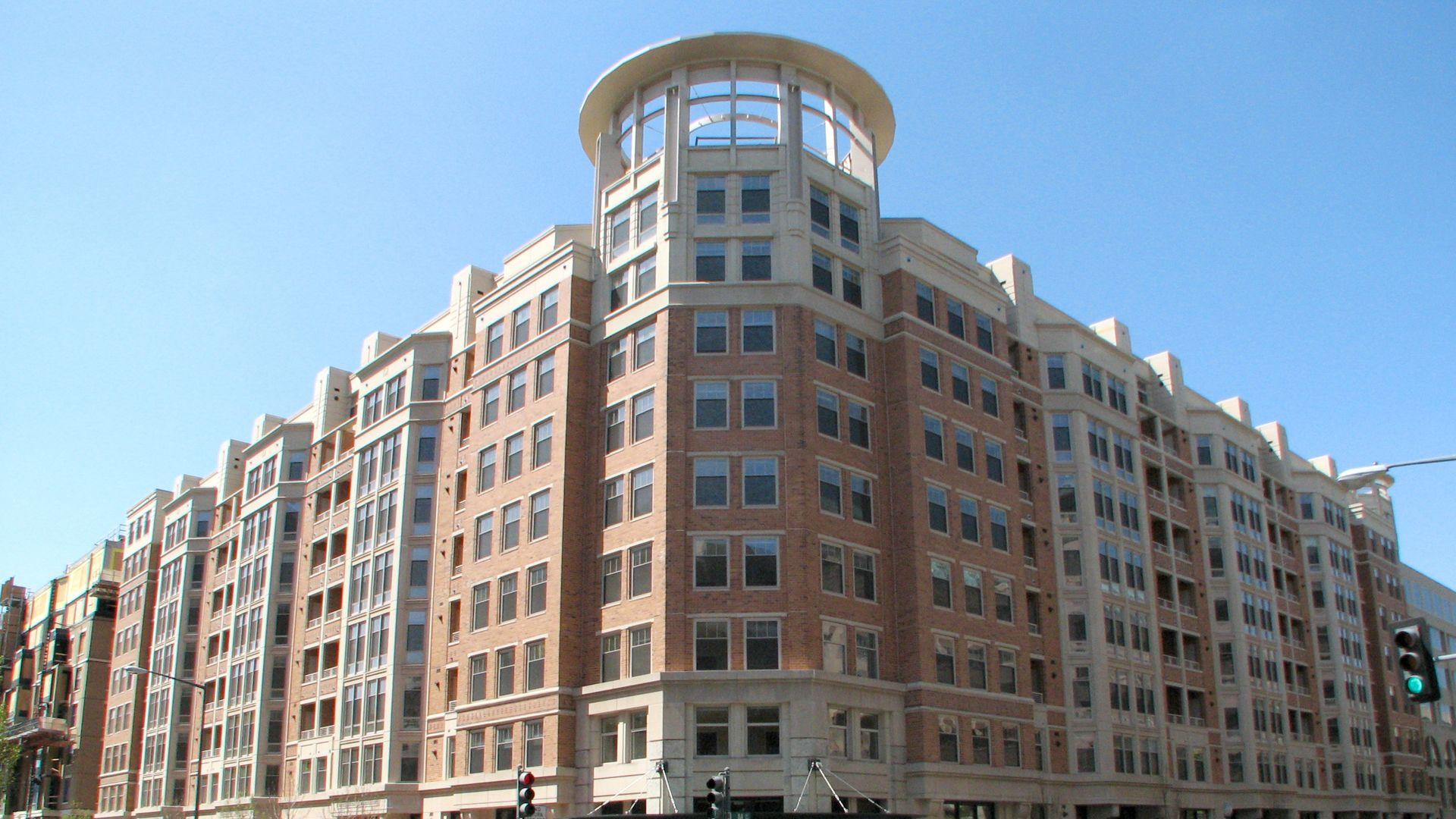 2400 M Apartments   Building ...