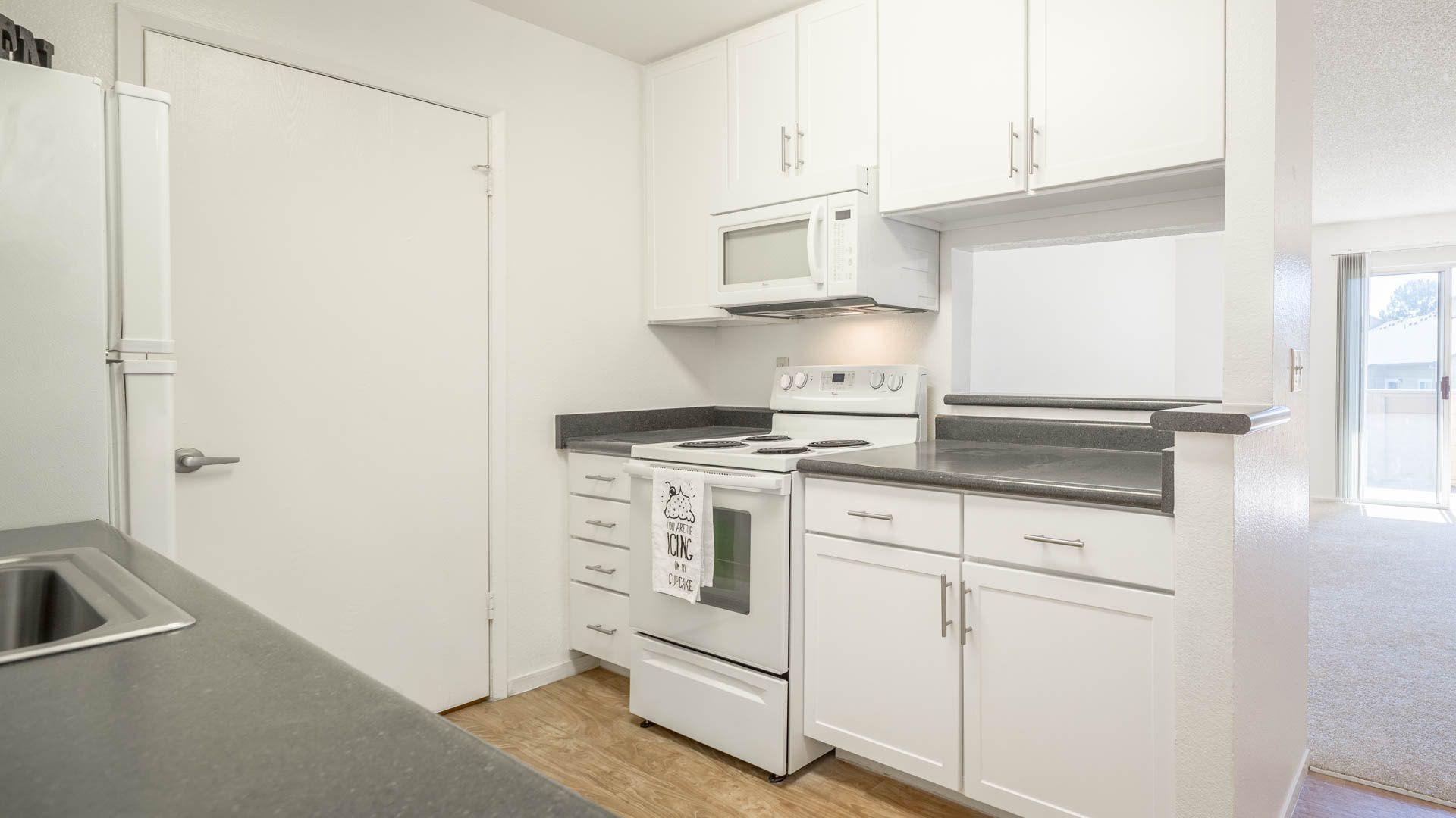 Creekside Apartments - Kitchen