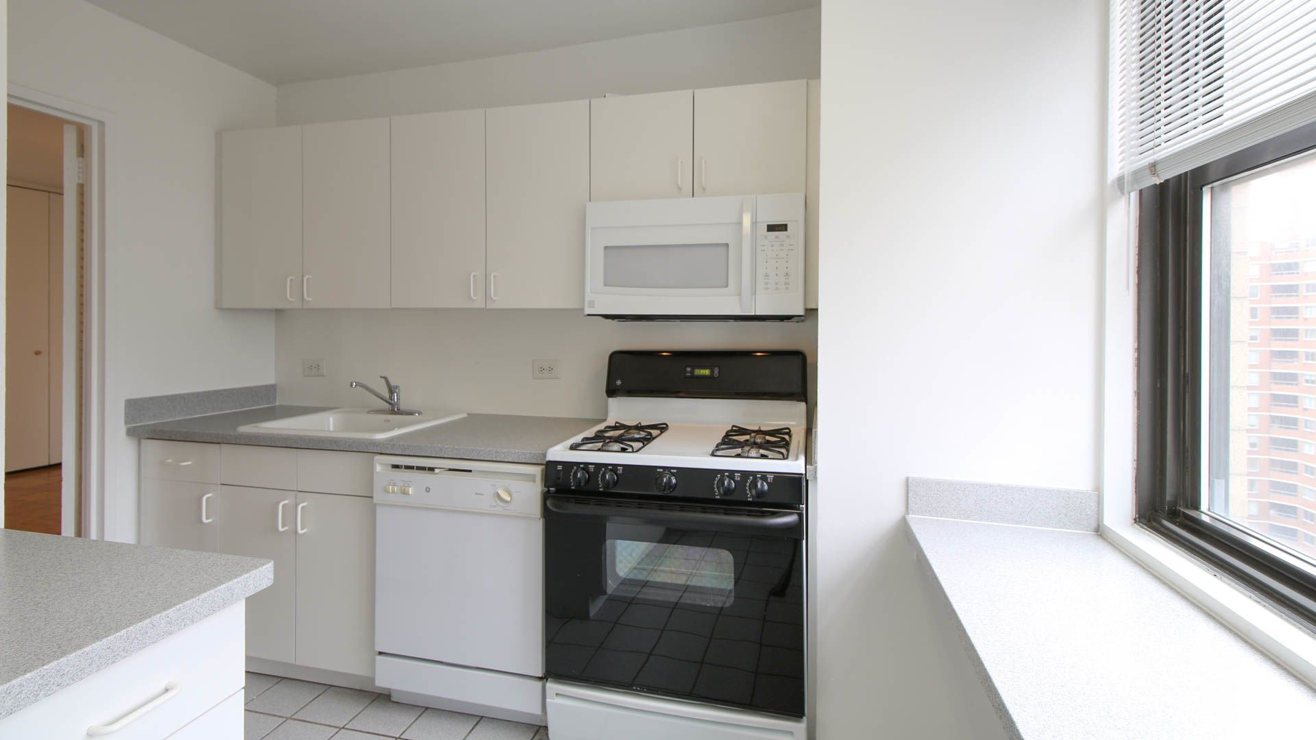 Parc East Apartments - Kitchen