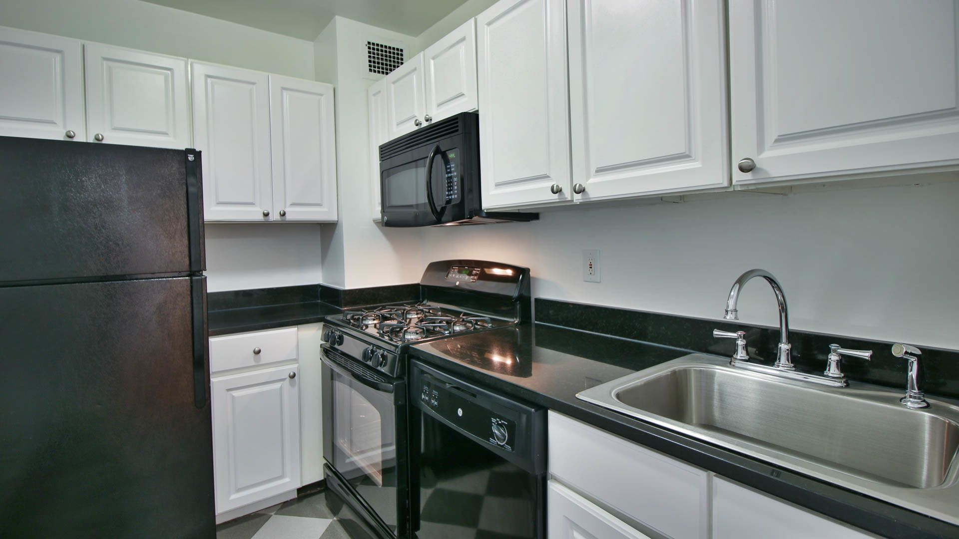 420 East 80th Street Apartments - Kitchen