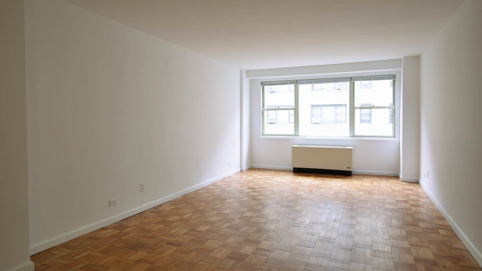 420 East 80th Street Apartments - Living room