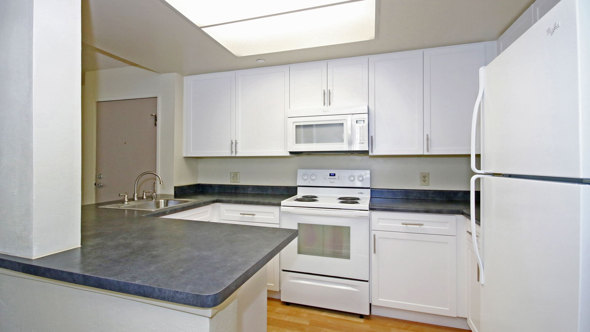 Ocean Crest Apartments - Kitchen
