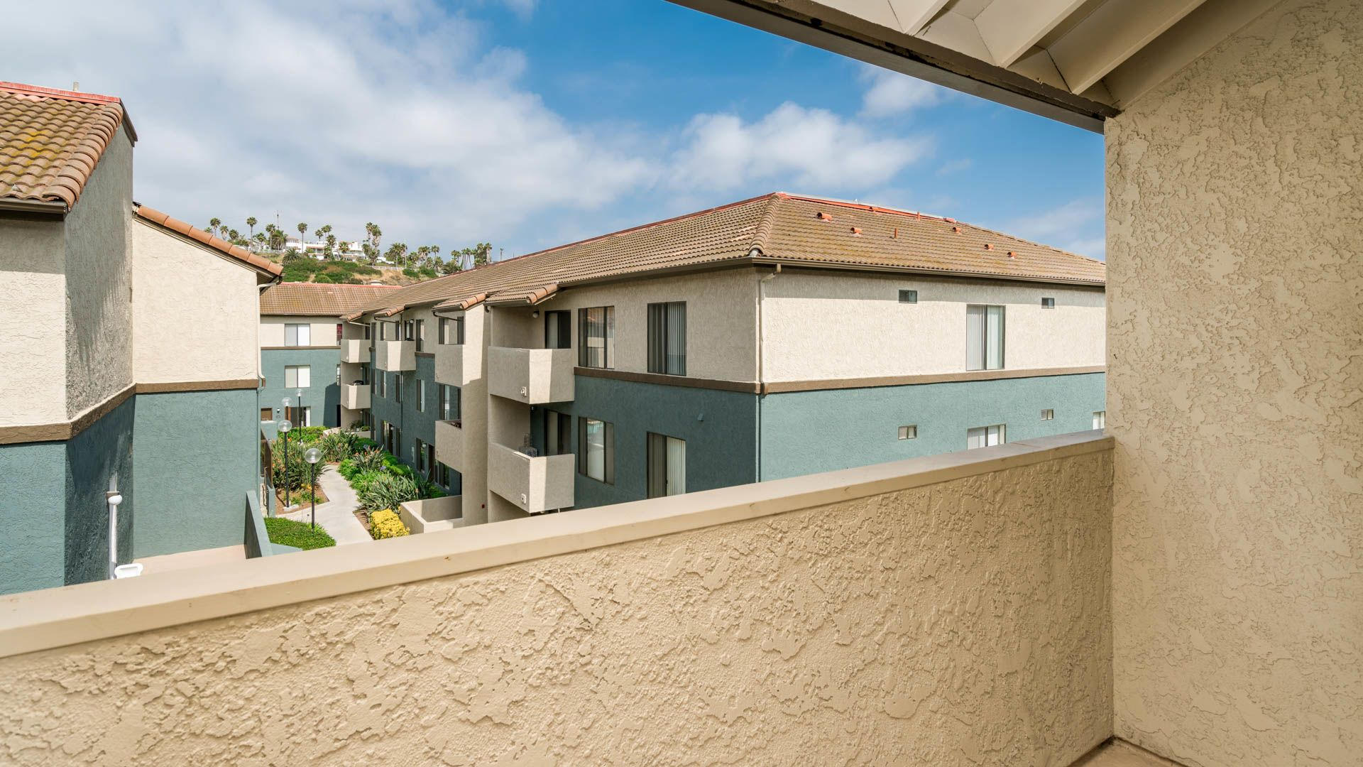 Ocean Crest Apartments - Balcony