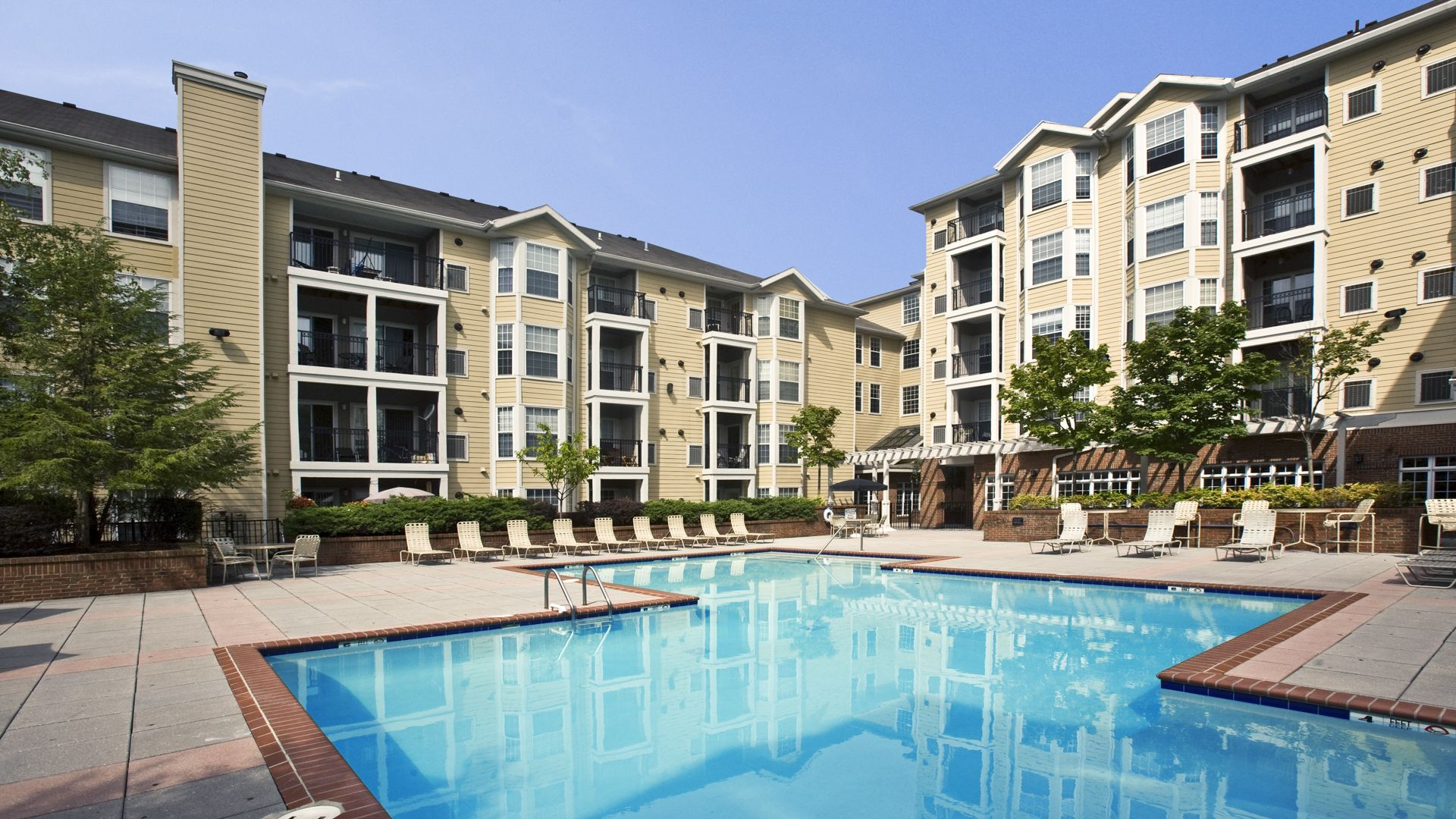 Fairfield Apartments - Pool