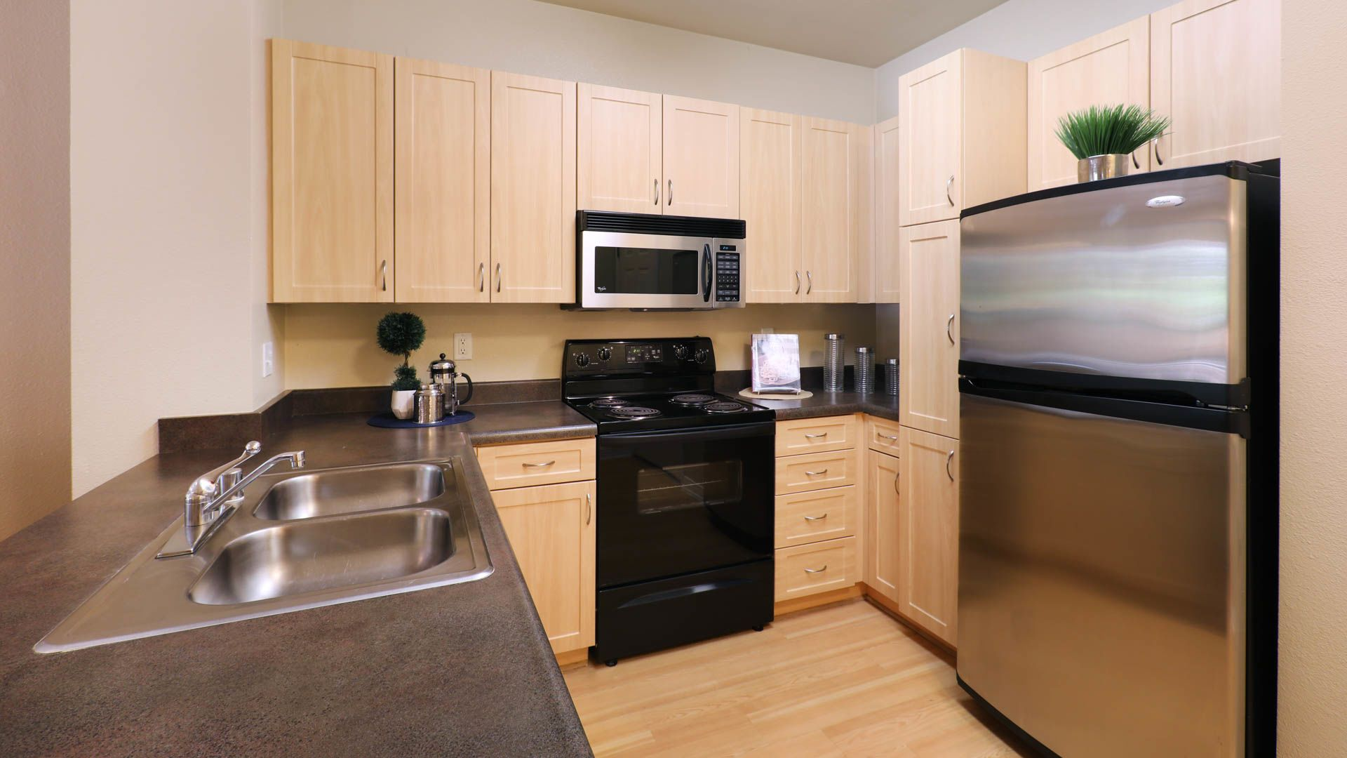City Pointe Apartments - Kitchen
