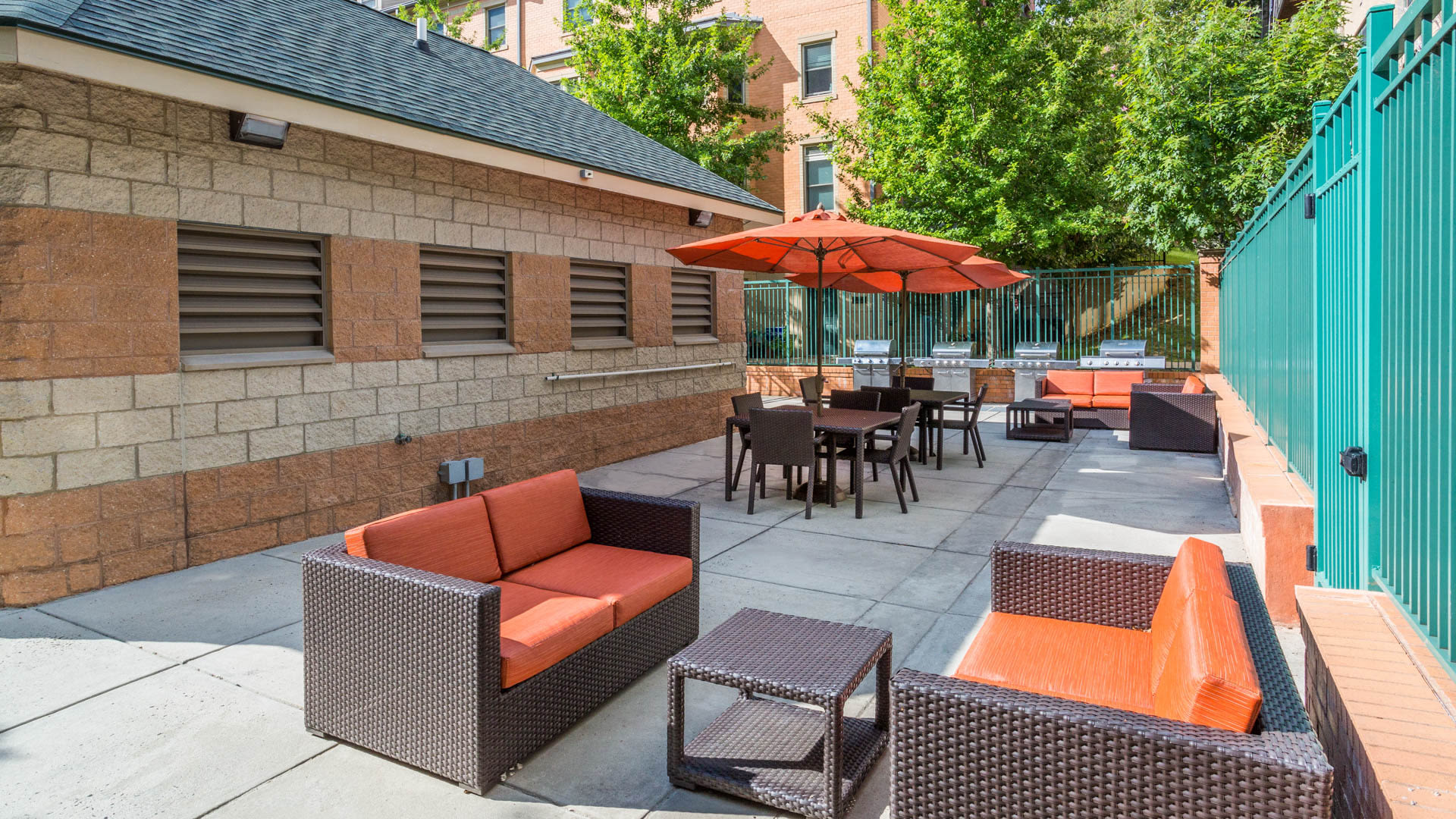 Vista on Courthouse Apartments - Patio Lounge and Grilling Area