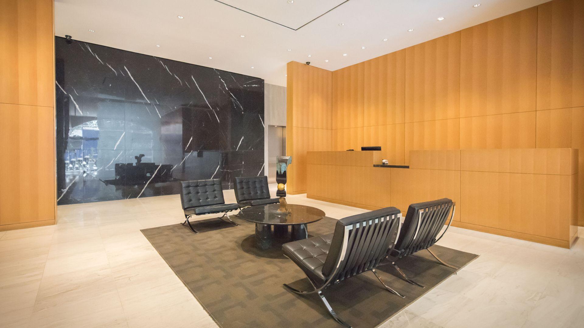Longacre House Apartments - Lobby