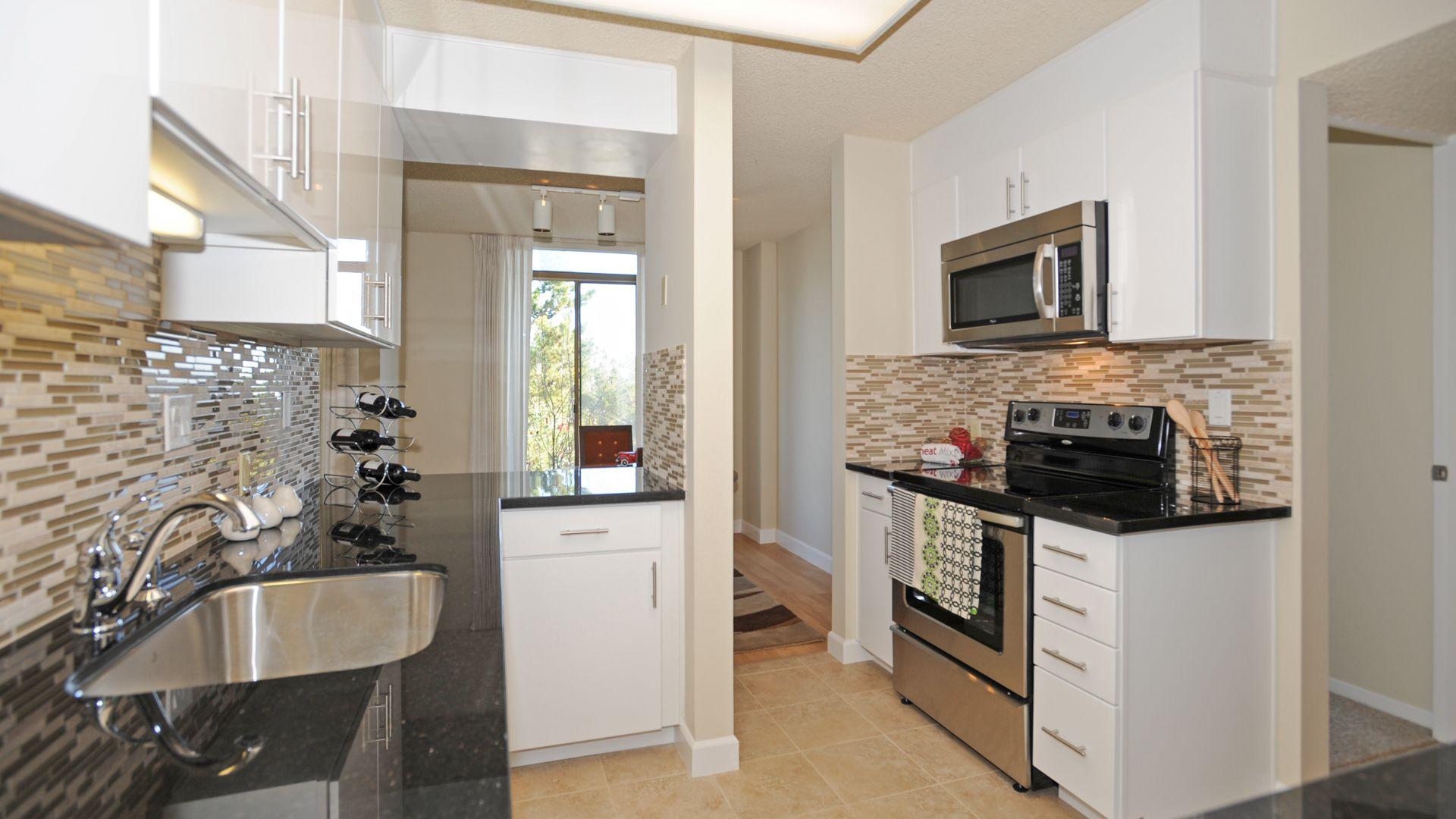 Skyline Terrace Apartments - Kitchen