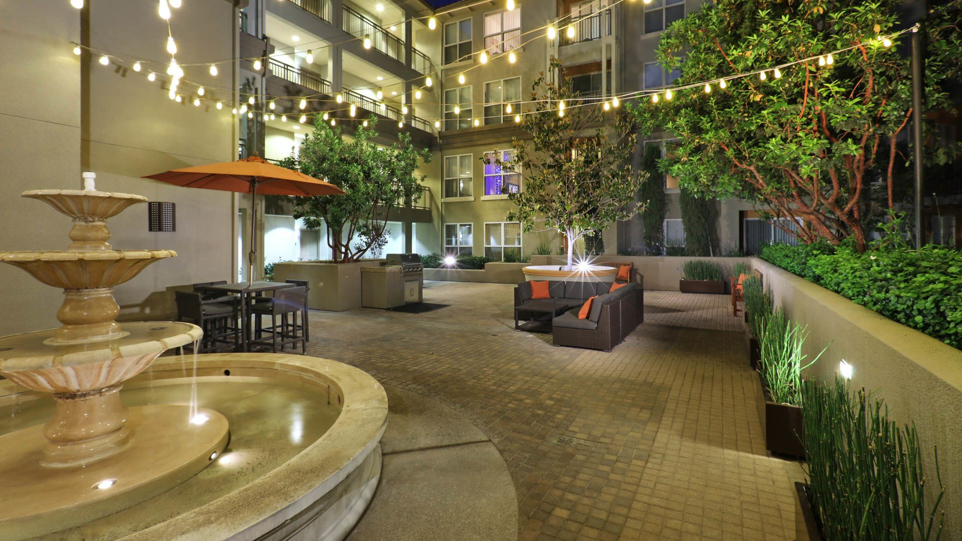 Acappella Pasadena Apartments - Community Courtyard with Fountain