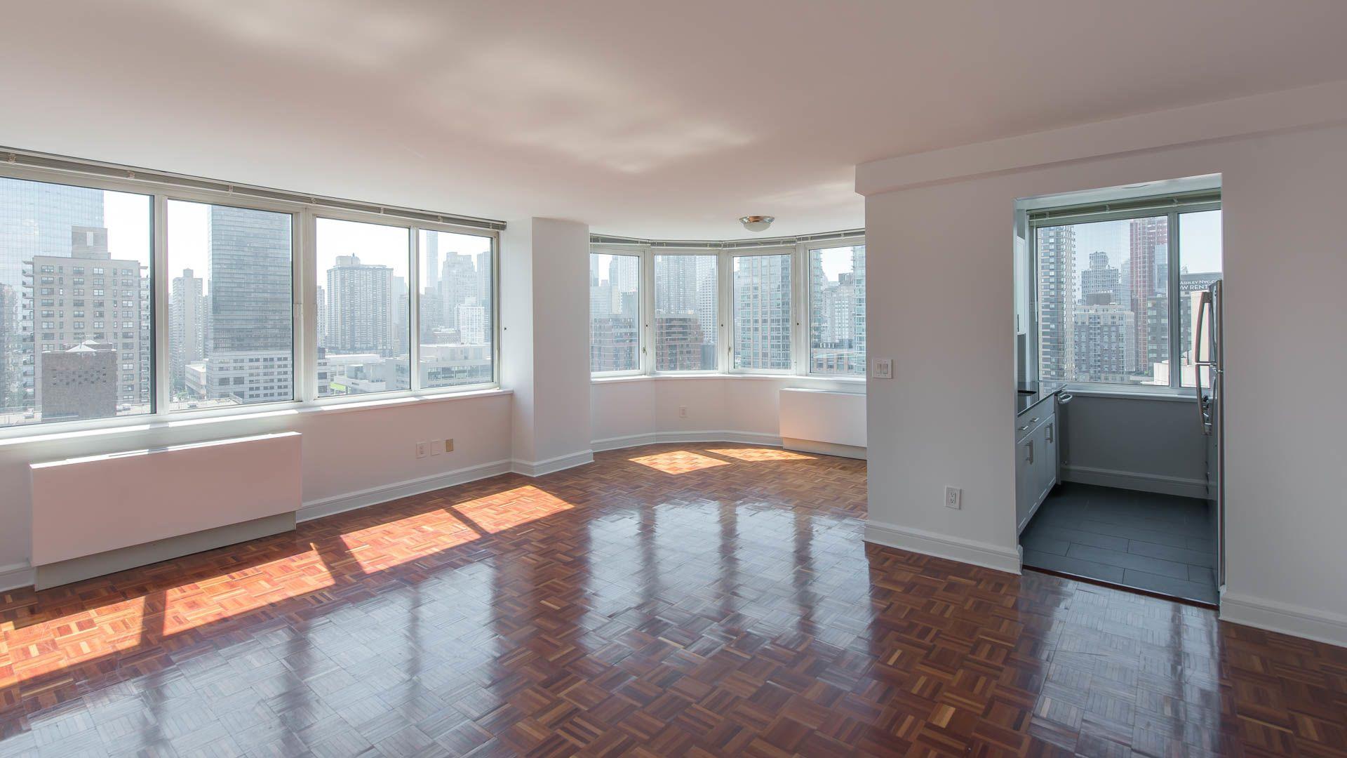 140 Riverside Boulevard Apartments - Living Room