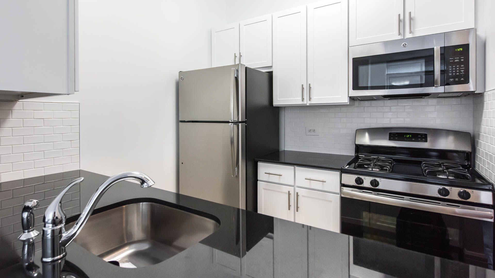 140 Riverside Boulevard Apartments - Kitchen