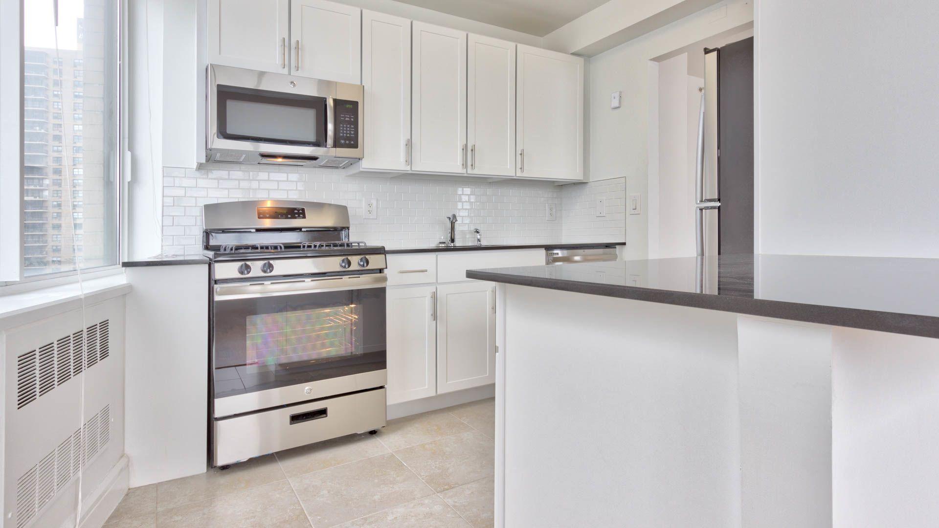 160 riverside boulevard apartments kitchen
