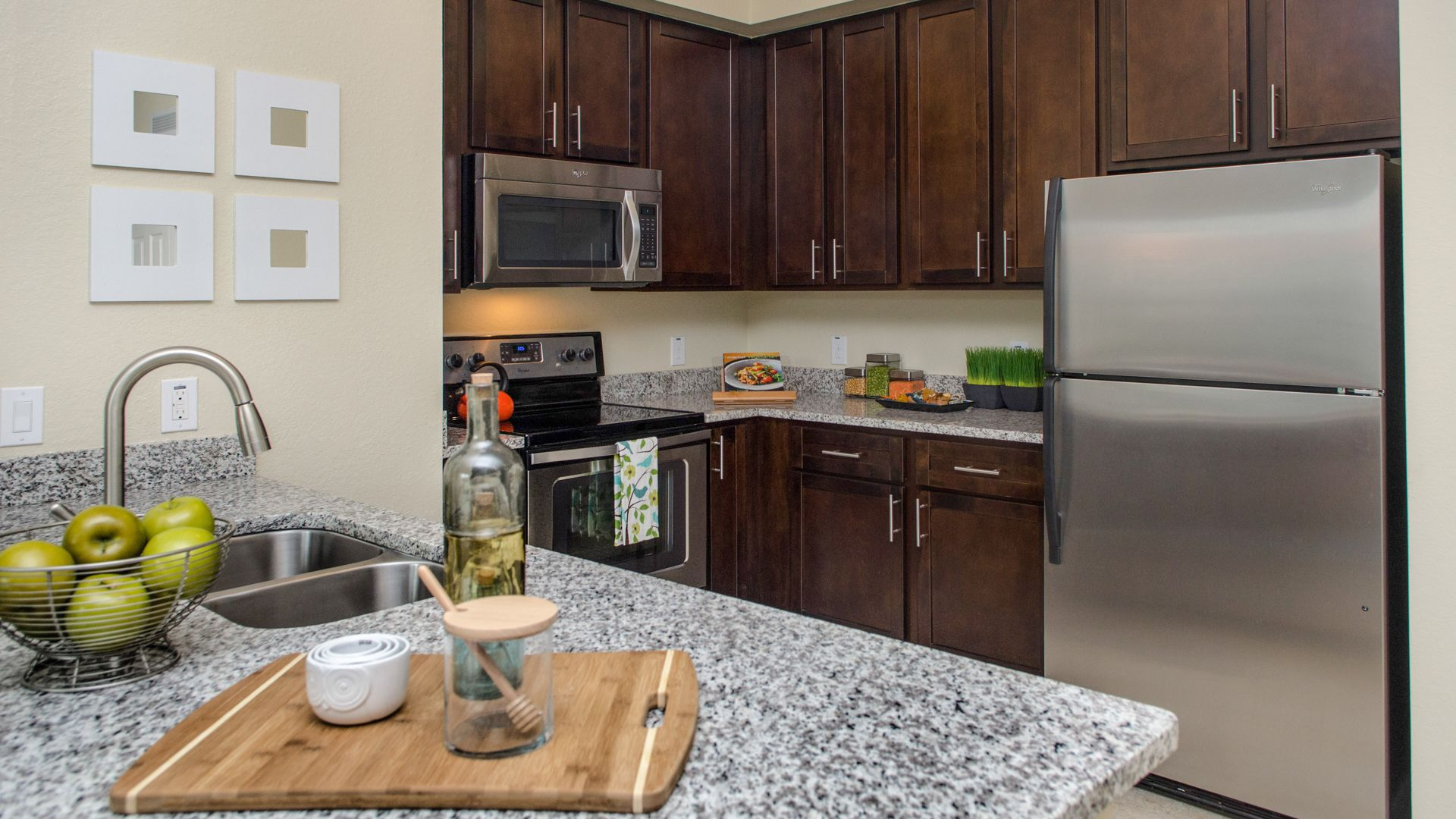 Nexus Sawgrass Apartments - Kitchen