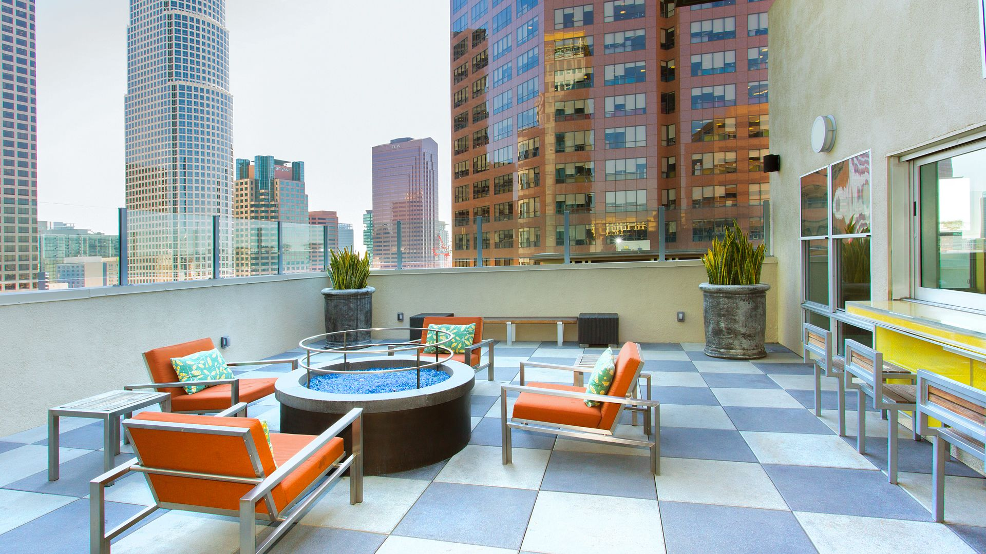 Glo Apartments - Rooftop Lounge