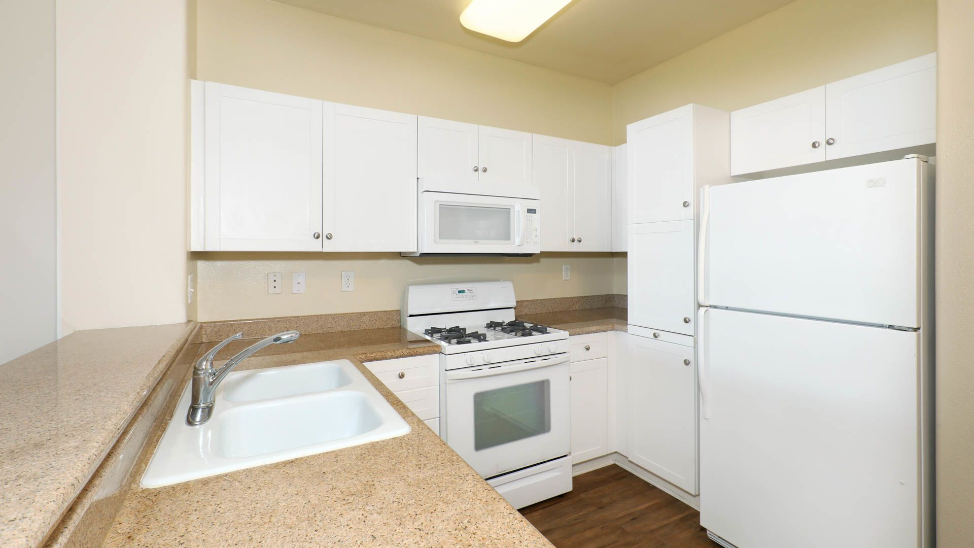 Belle Fontaine Apartments - Kitchen