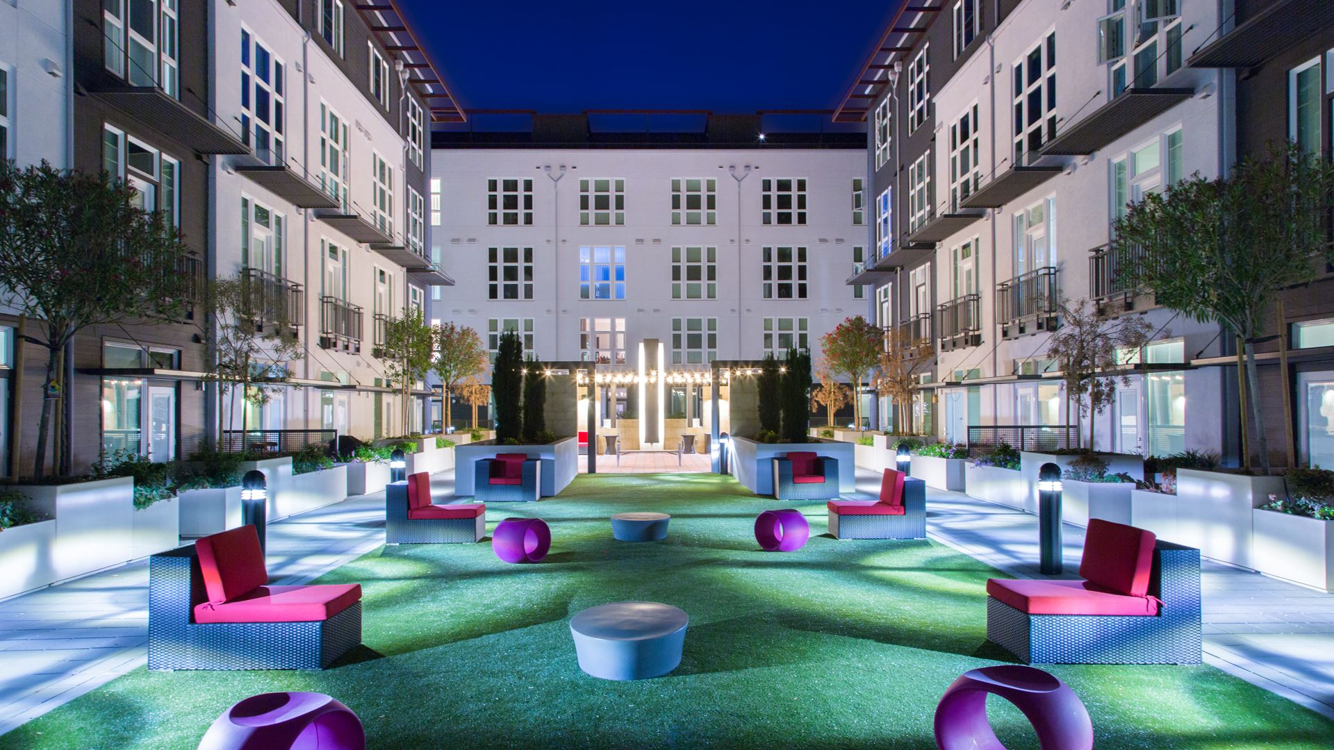 Domain Apartments - Courtyard