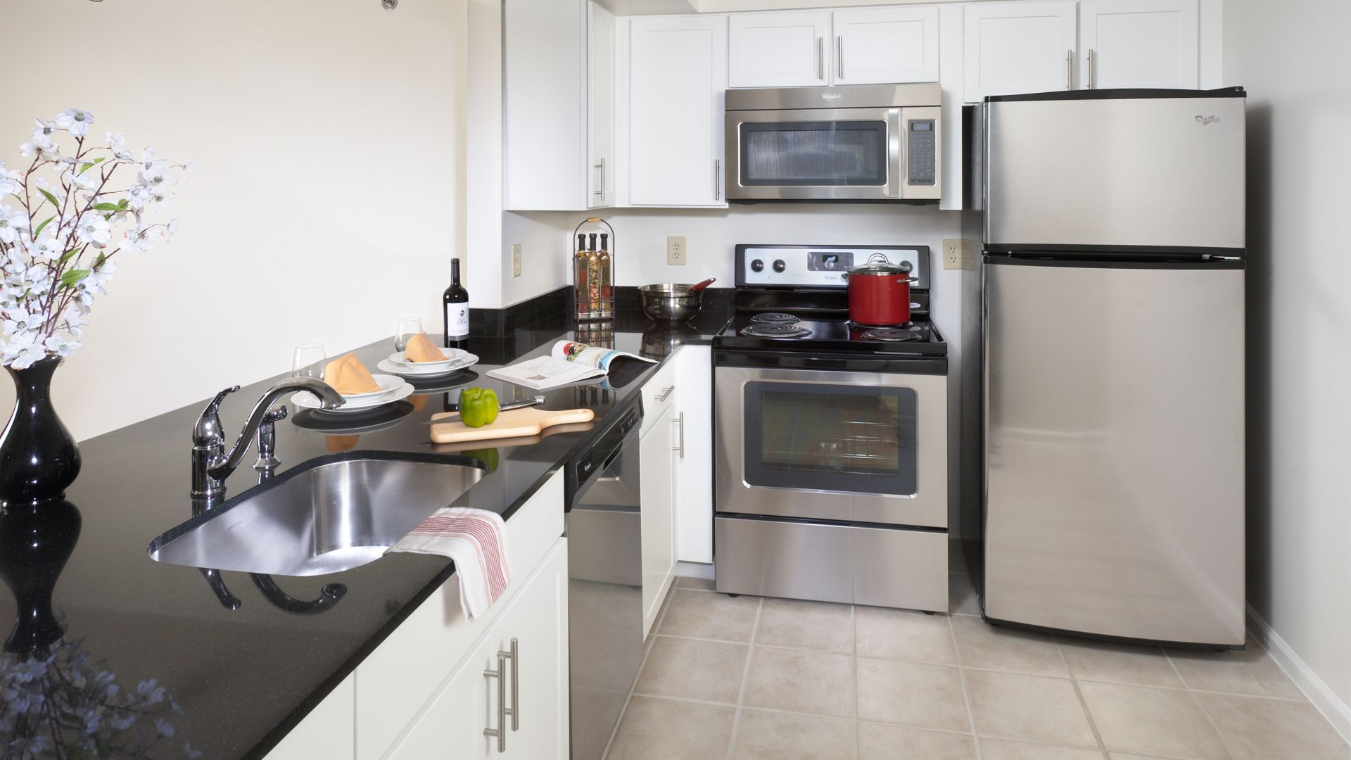 Courthouse Plaza Apartments   Building Courthouse Plaza Apartments    Kitchen ...