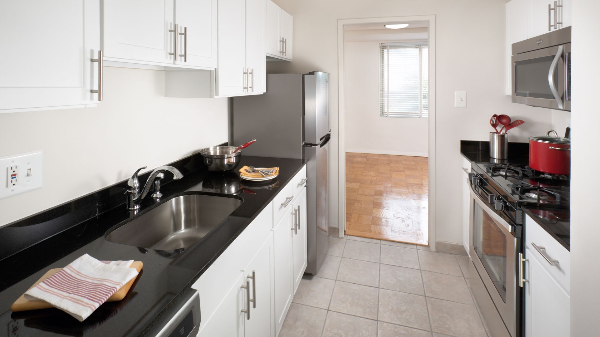 Corcoran House at Dupont Circle Apartments - Kitchen