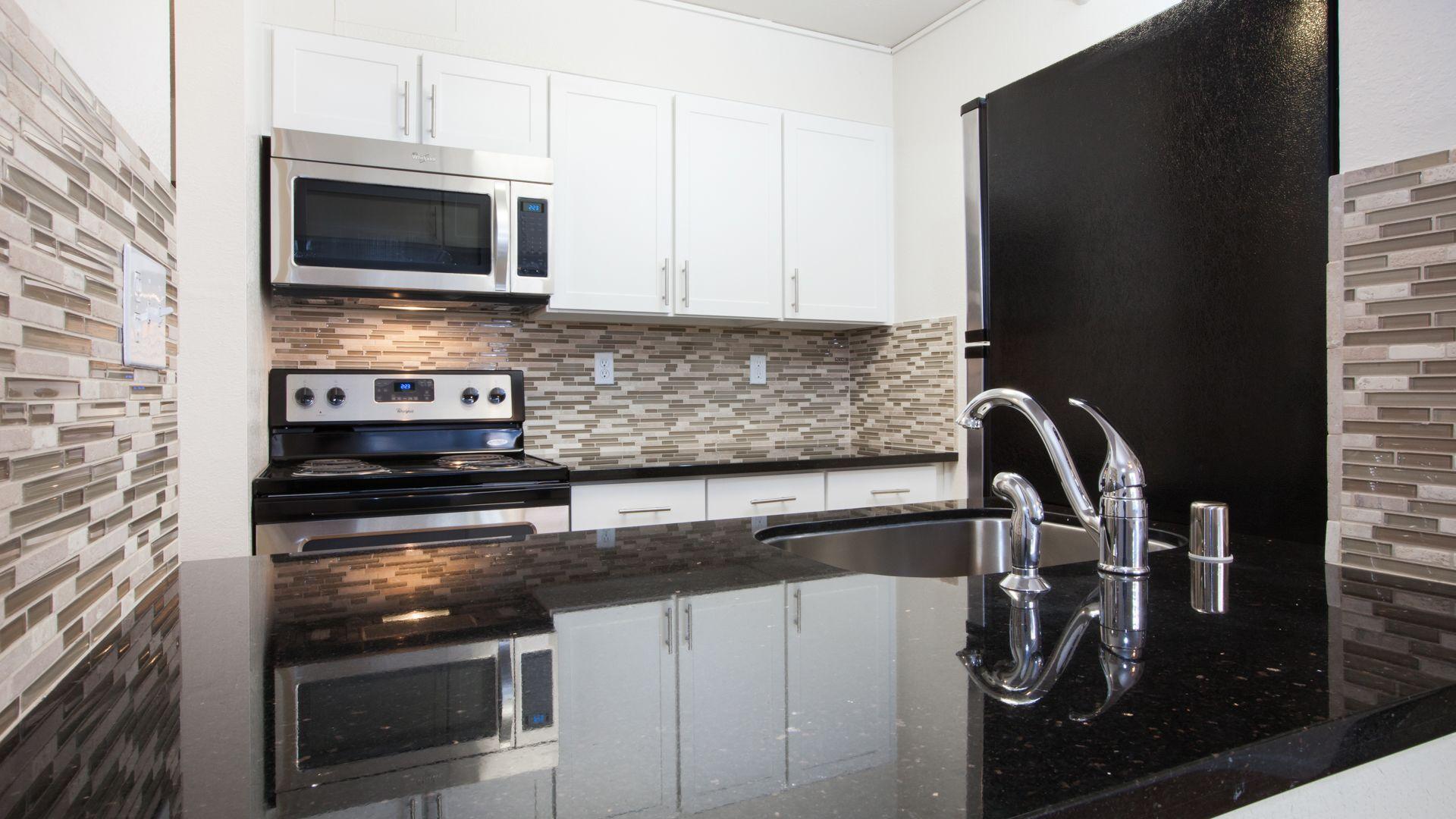 SoMa Square Apartments - Kitchen