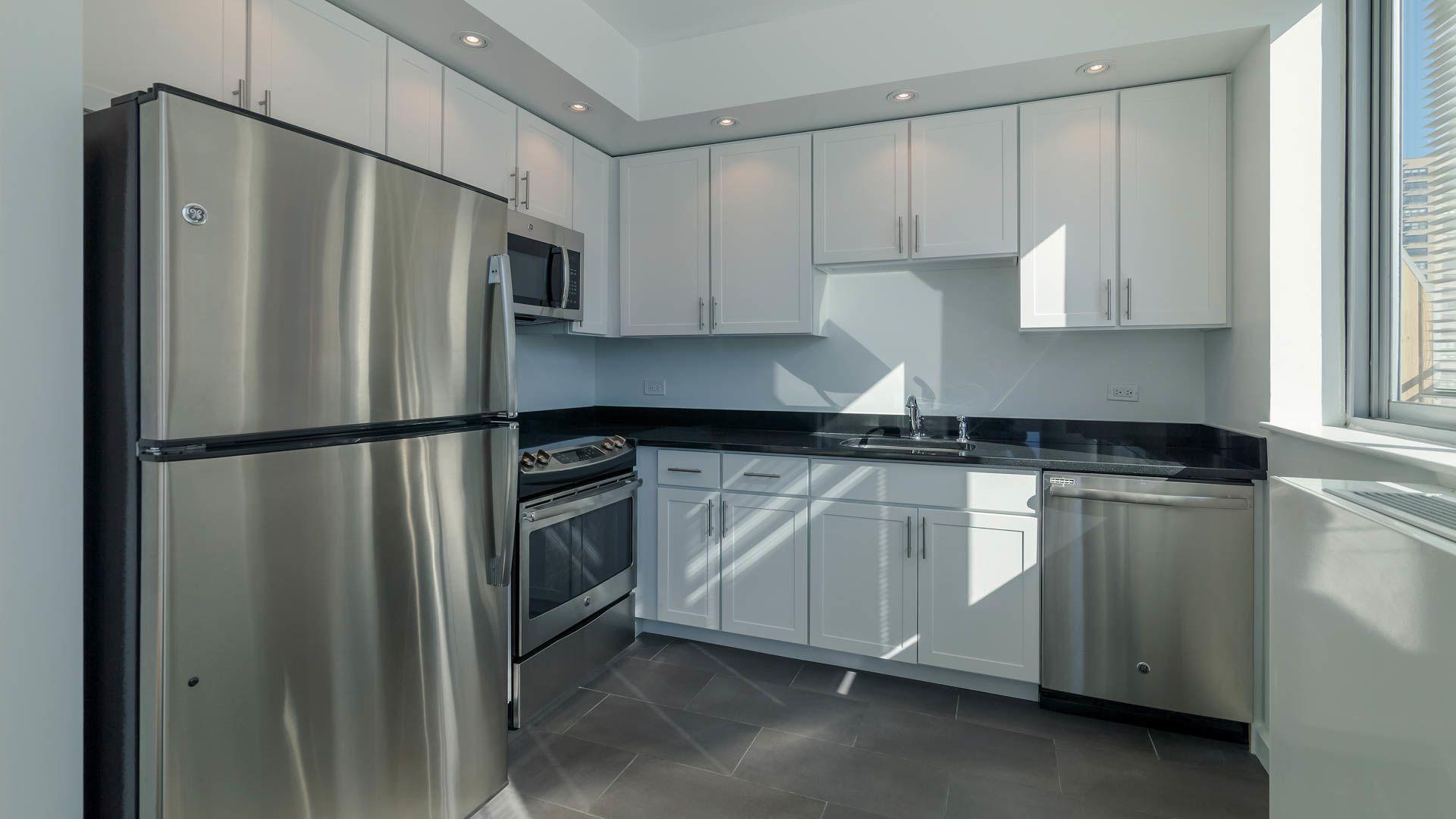 101 West End Apartments - Kitchen